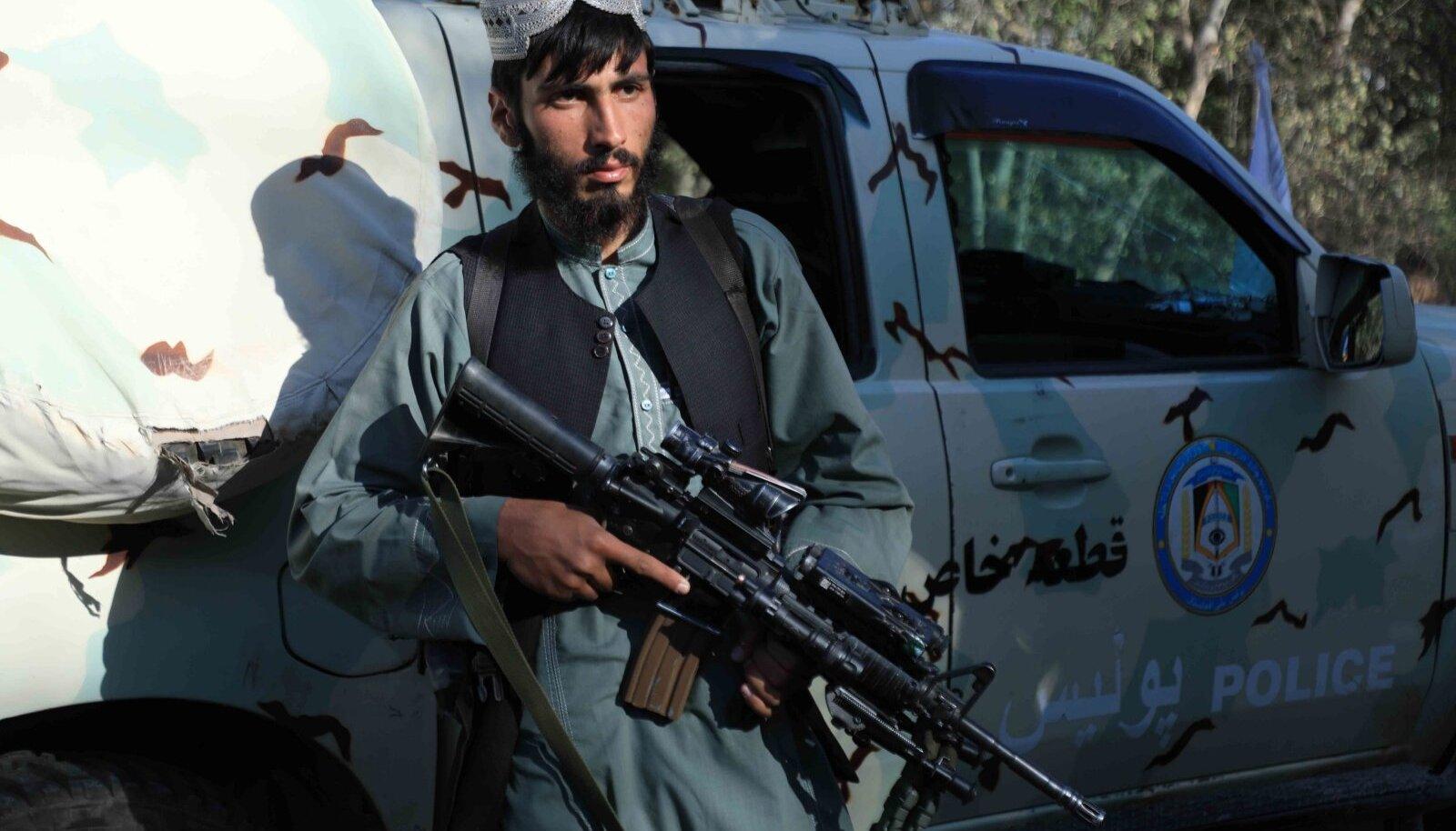 Talibani võitlejate kätte on langenud palju Afganistani sõjaväe varustust.