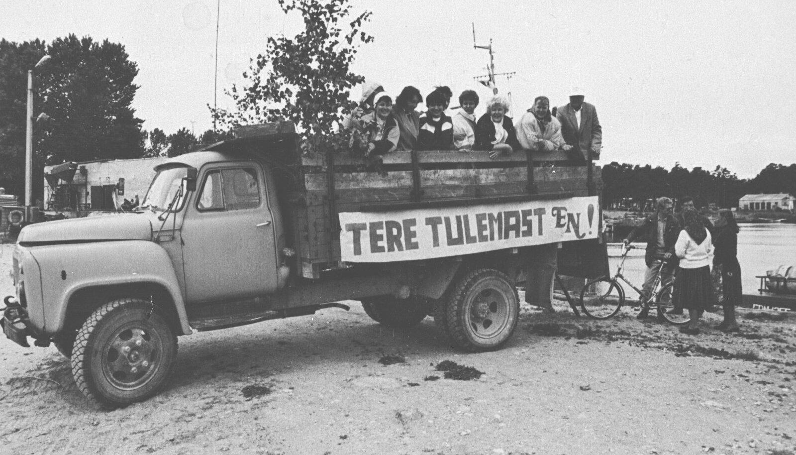 Kihnlased saatsid sadamasse vastu kaskedega ehitud veoauto.