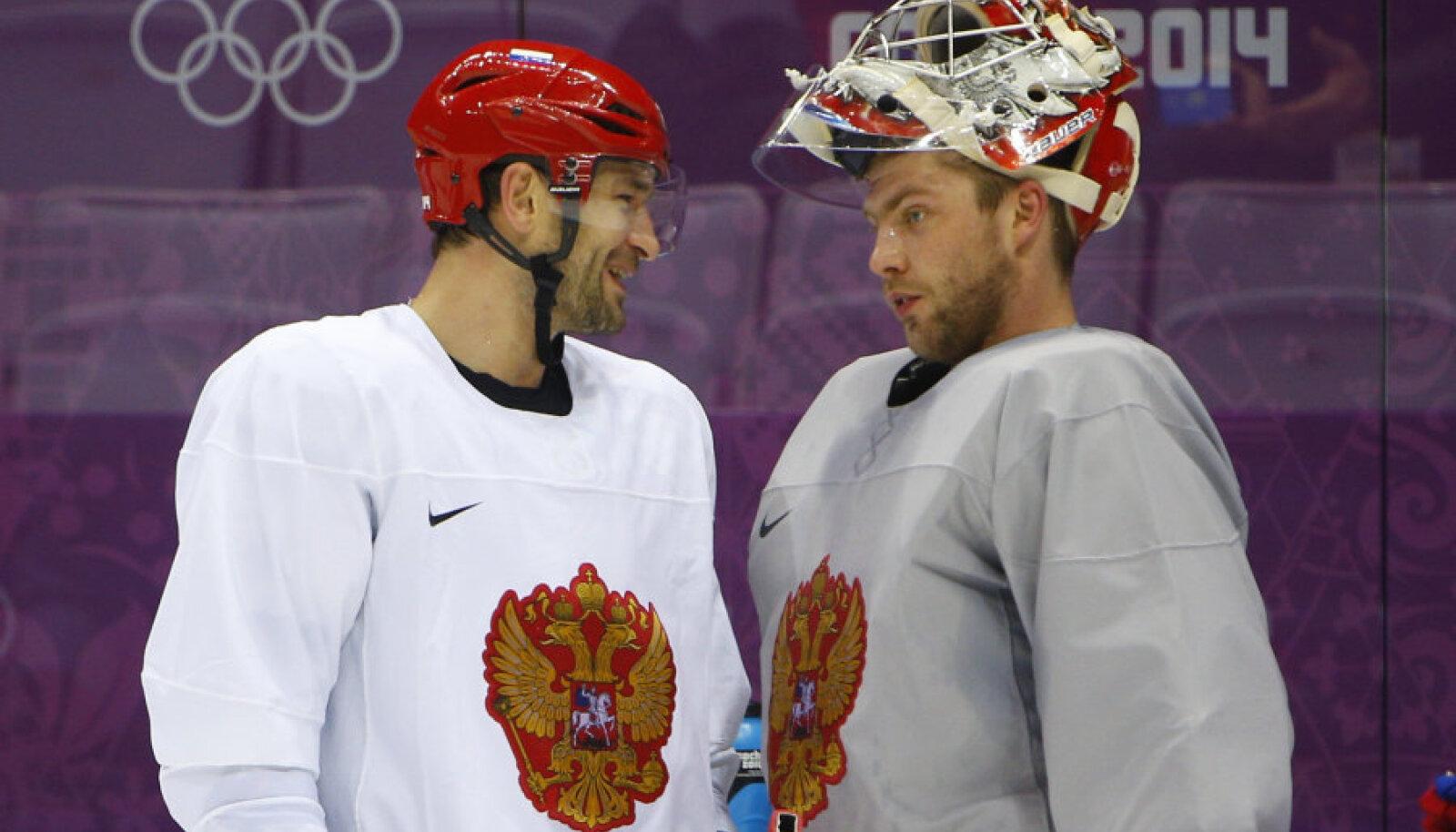 Semjon Varlamov (paremal)