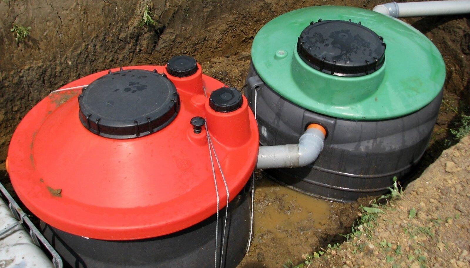 Septik on levinuim lahendus reovee puhastamiseks aladel, kus pole võimalik tsentraalse kanalisatsiooniga liituda (hajaasustusaladel). Septikus mehaaniliselt eelpuhastatud reovesi juhitakse imb- või filtersüsteemi.