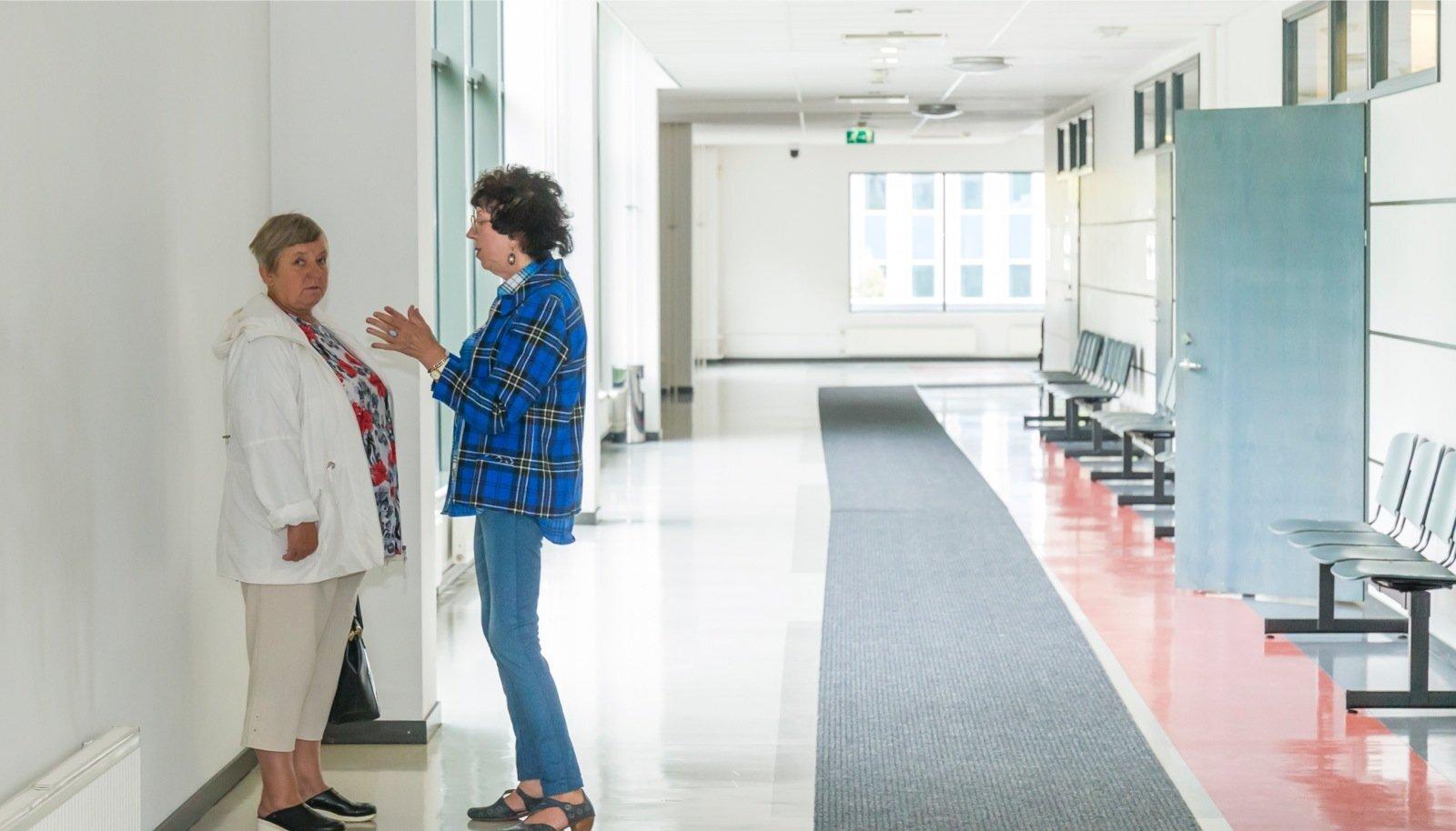 e6187ccc7f2 Jelena Soboleva (sinises) isu saada omale valged saapad ja Maria Korotkova soov  saada invaliidsusgrupp viis mõlemad daamid kohtupinki. Foto: Anni Õnneleid
