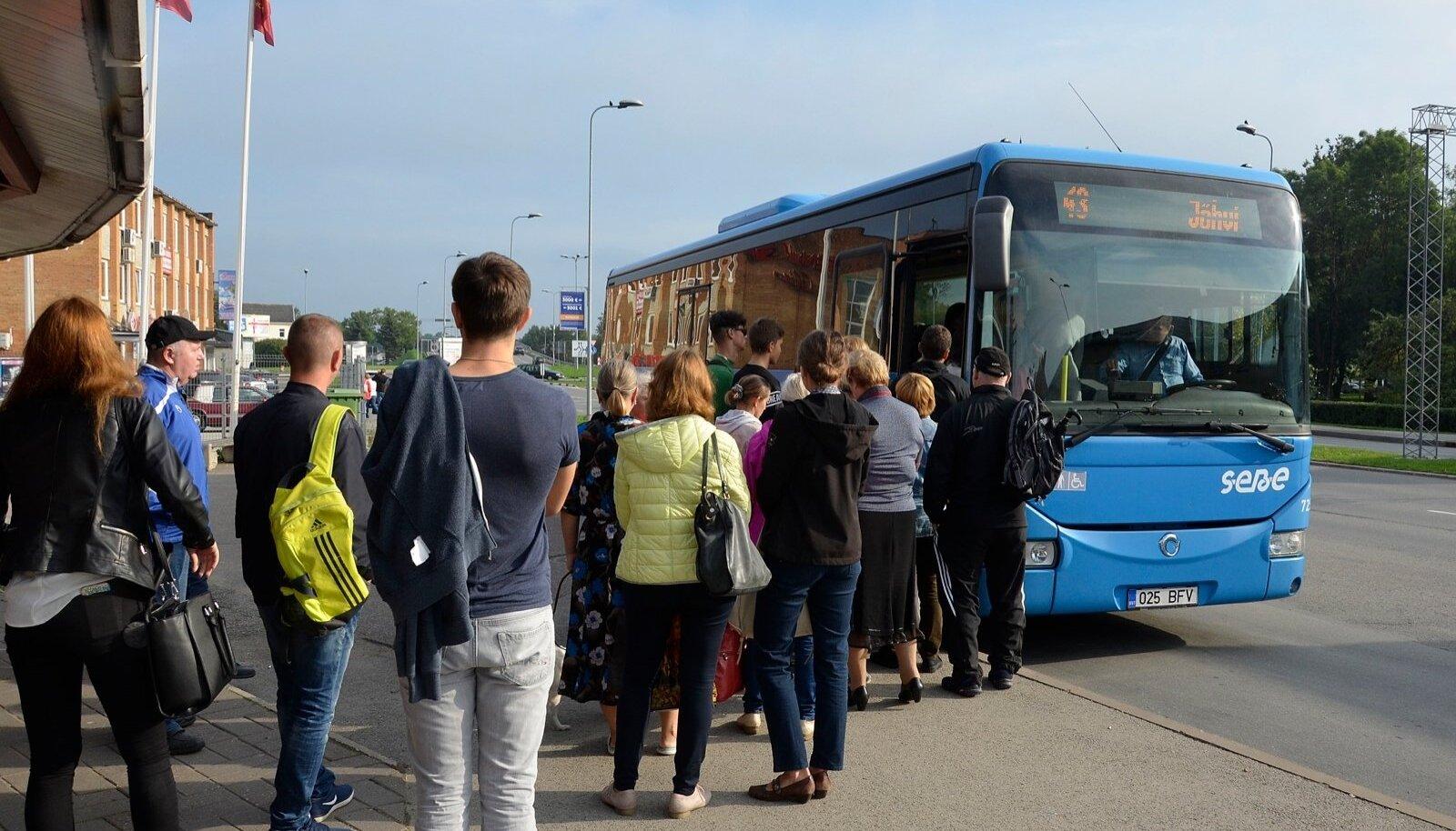 Ida-Viru ühistranspordikeskuse korraldatavate bussiliinidega on tänavu üheksa kuuga sõitnud 2,08 miljonit reisijat.