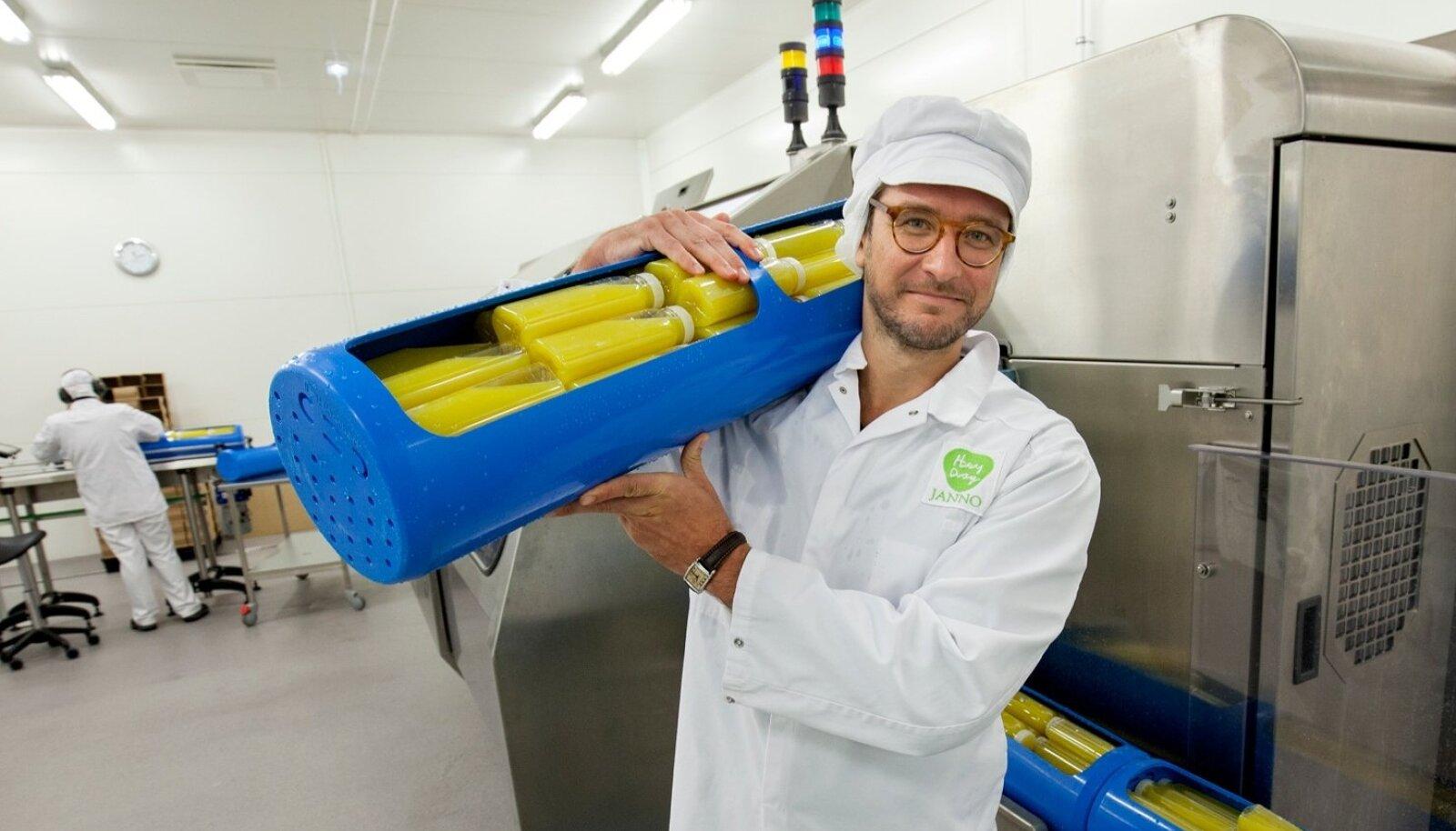 """""""Me teeme mahla ainult mahetoorainest – ei lisa suhkruid, kemikaale ega stabilisaatoreid. See on päris mahl, mis säilib pikemalt tänu unikaalsele kõrgsurvemeetodile,"""" selgitab HeyDay Organicu OÜ tegevjuht Janno Veskimäe."""