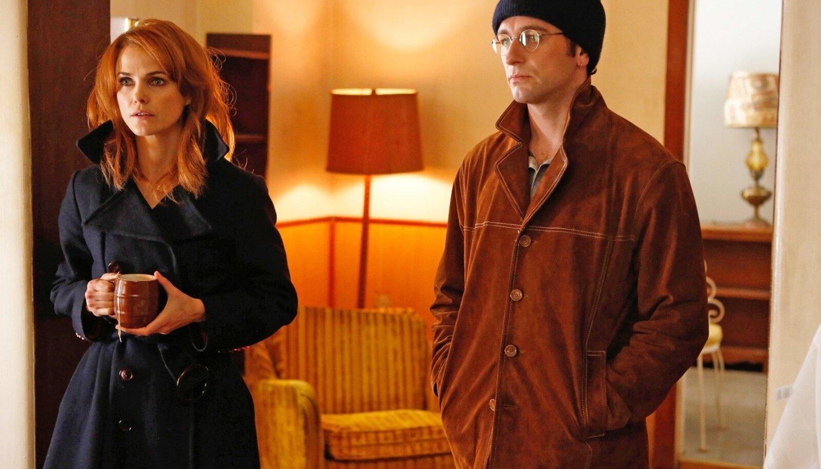 SPIOONIPAARI SUHTEDRAAMA: Nõukogude agendid Elizabeth (Keri Russell) ja Philip Jennings (Matthew Rhys) võtavad kaelamurdvaid kurve nii luureoperatsioonidel kui isiklikus elus.