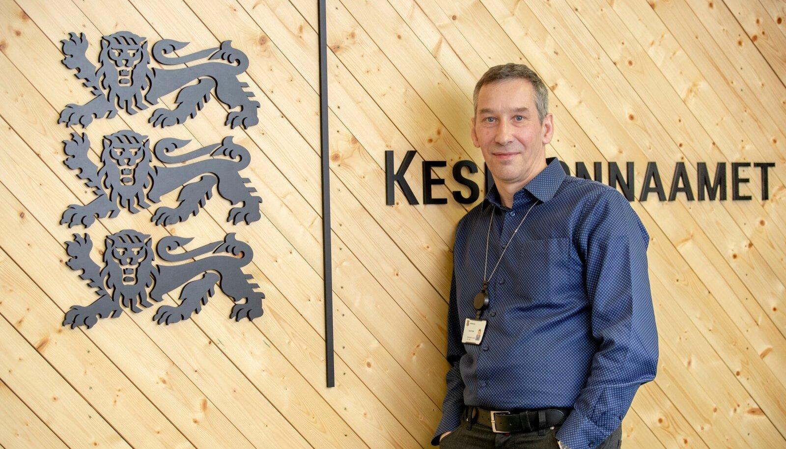 Keskkonnaameti metsaosakonna juhataja Olav Etverki sõnul on nad praegu sattunud raieteatiste vaidlustamise turmtule alla.