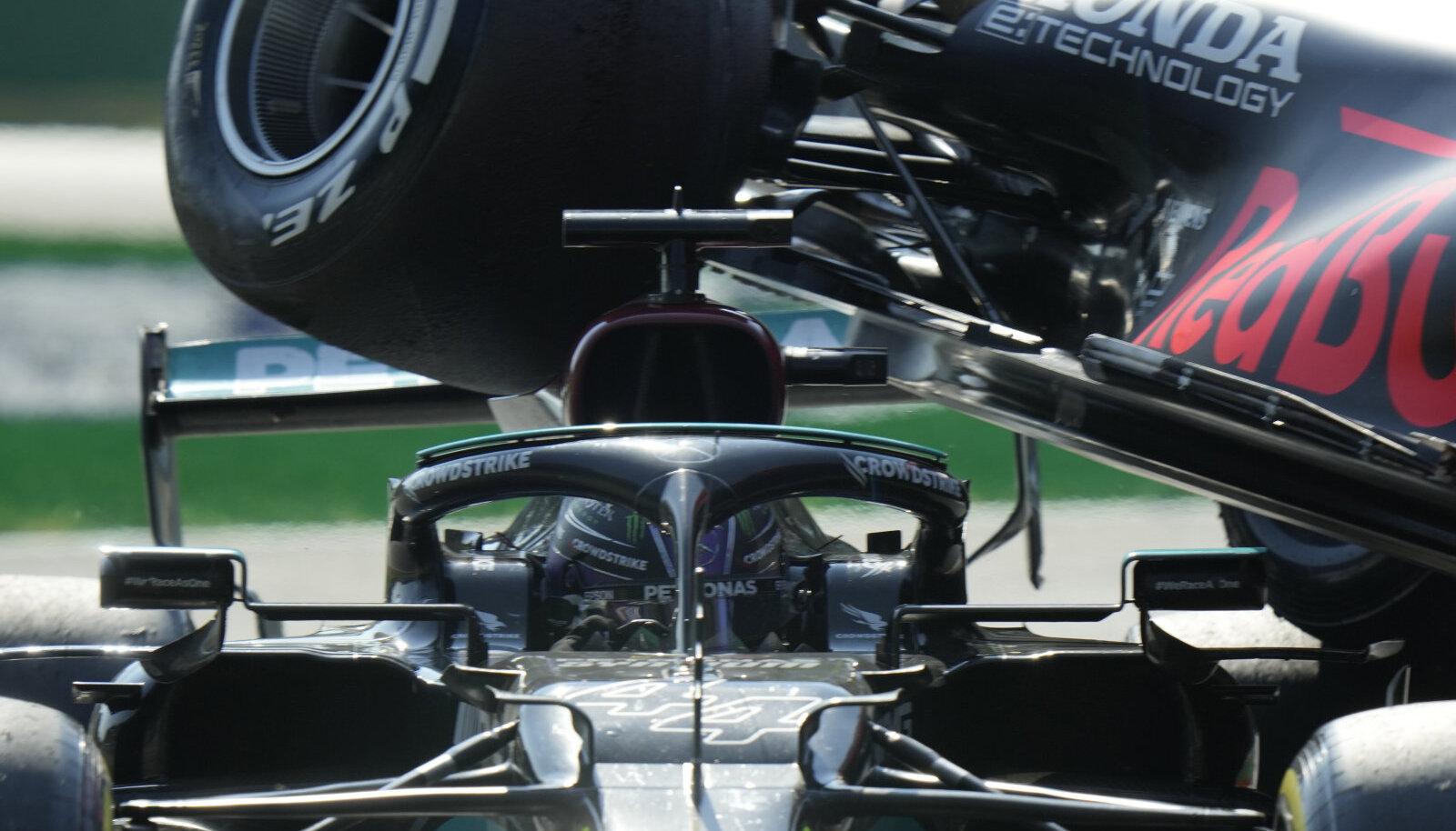 Lewis Hamiltoni ja Max Verstappeni avarii Monzas.