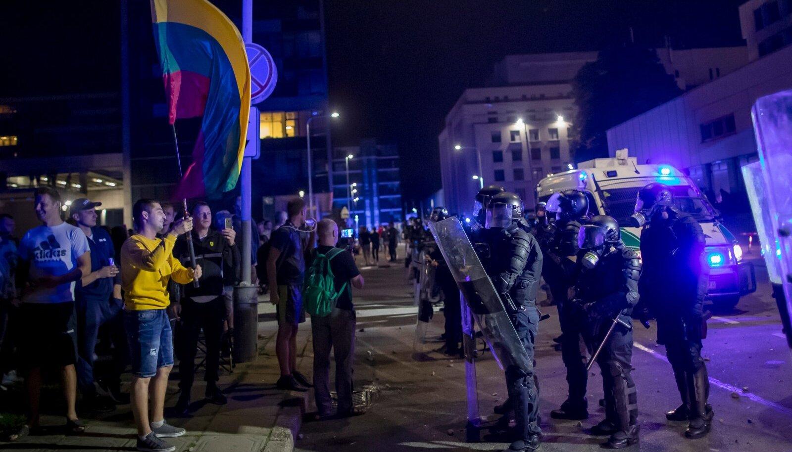 Vaktsiinivastaste meeleavaldus Leedu seimi ees