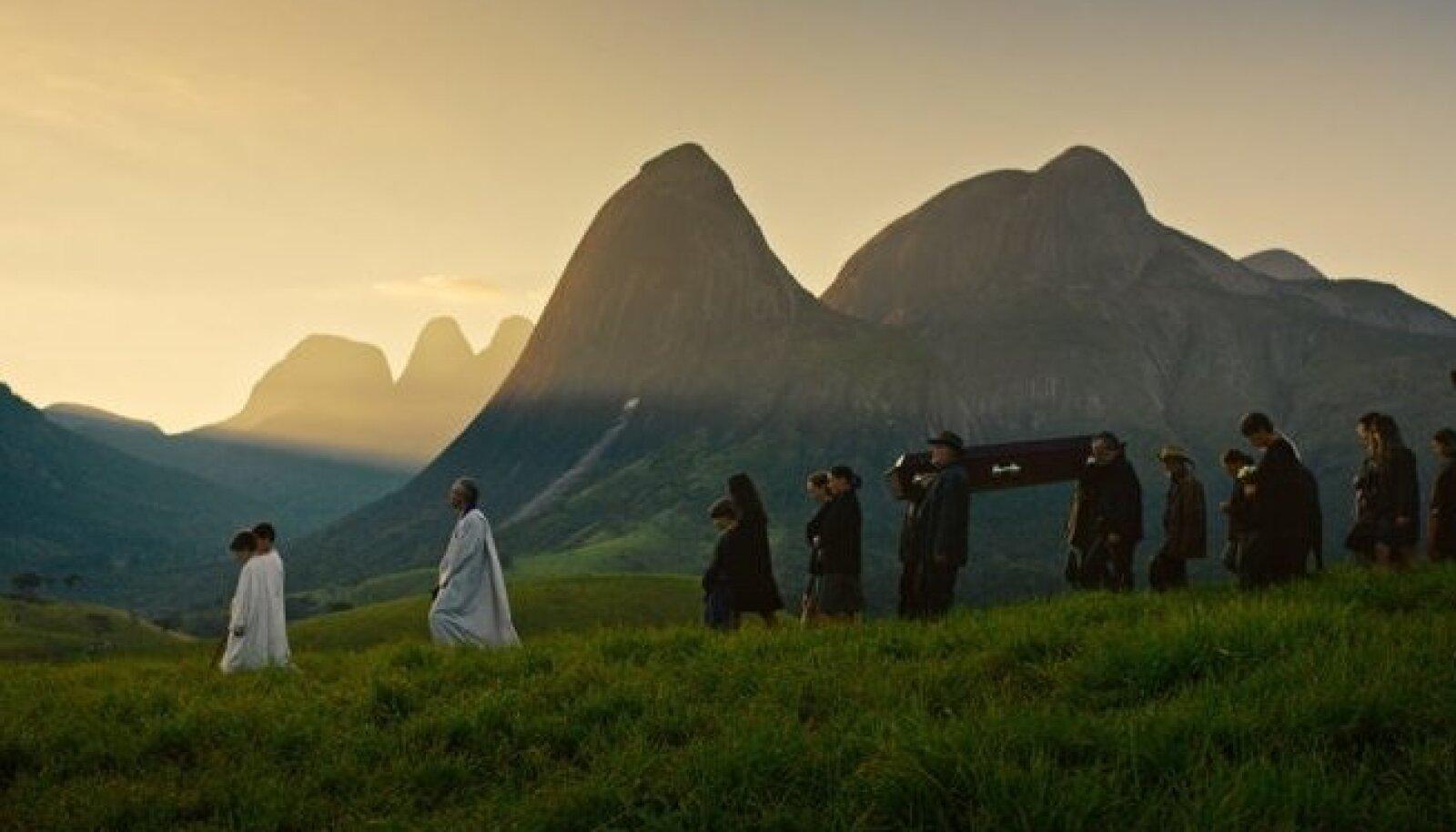"""Filmi """"Õudustäratav"""" (""""Macabro"""")  kaunid maastikud mõjuvad peaaegu rahustavalt ja uinutavad vaataja valvsuse..."""