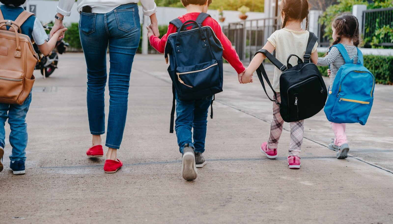 Pere toetus ja positiivsus aitab lapsel koolitee algusega lihtsamini kohaneda.