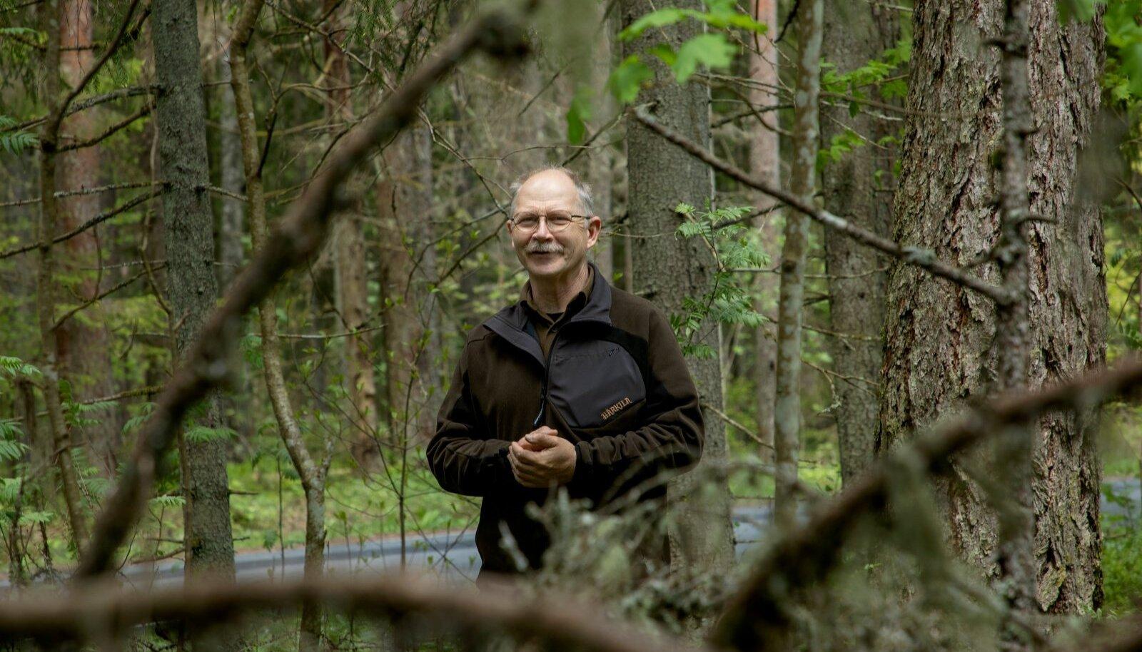 Lahemaa rahvuspark 50: loodusemees Peeter Hussar õhutab huvilisi endid looduses astudes ja vurades mõtlema ning aru saama, mida on poolsada aastat rahvusparki andnud Lahemaa loomadele, lindudele, metsadele, lahtedele ja loomulikult ka inimestele.