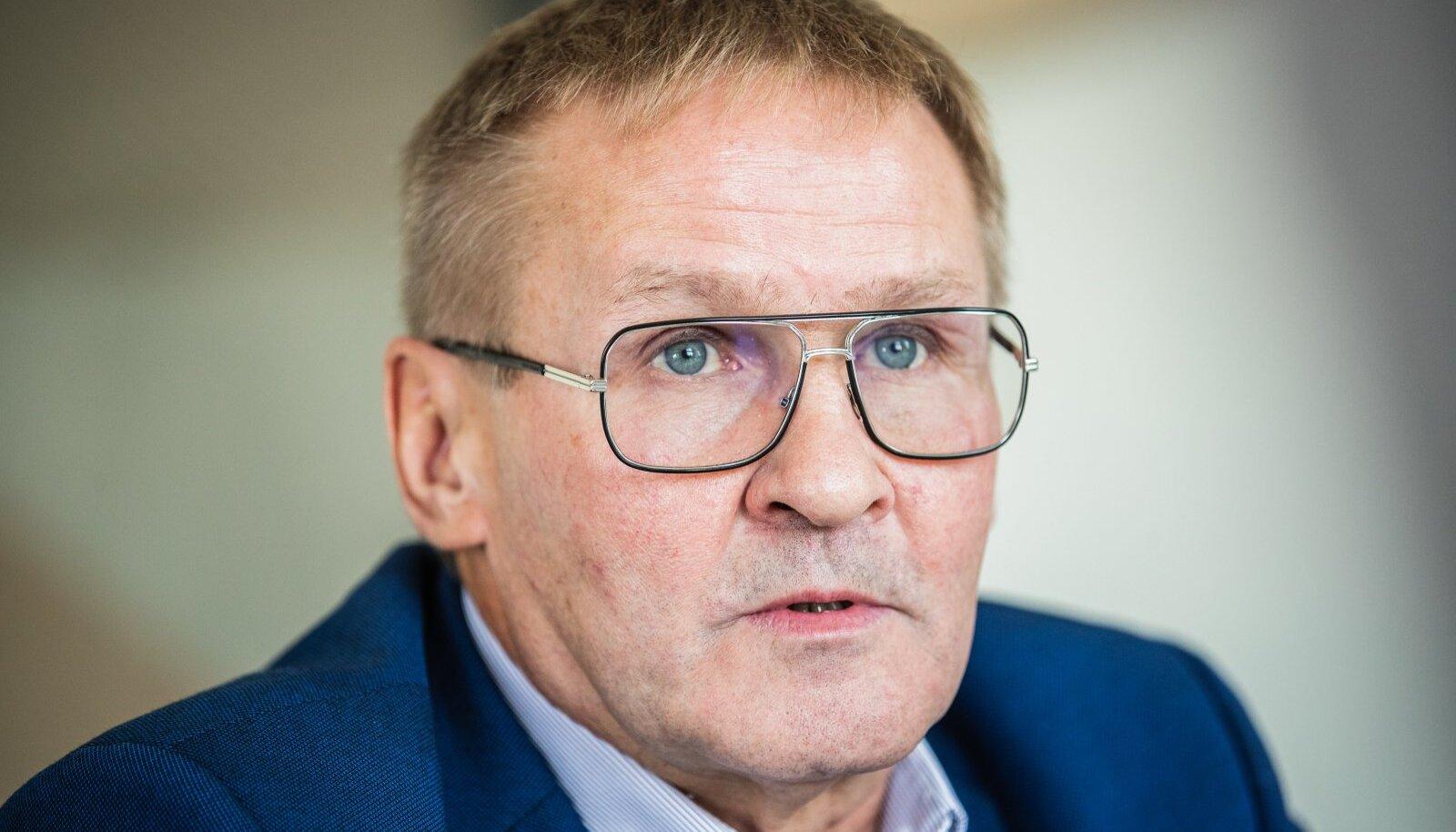 VALITSUSES PEAB VALITSEMA TASAKAAL! Vasakult Jaak Aab, Raivo Aeg ja Alar Laneman – nüüd on igal parteil oma ekskommunistist minister.
