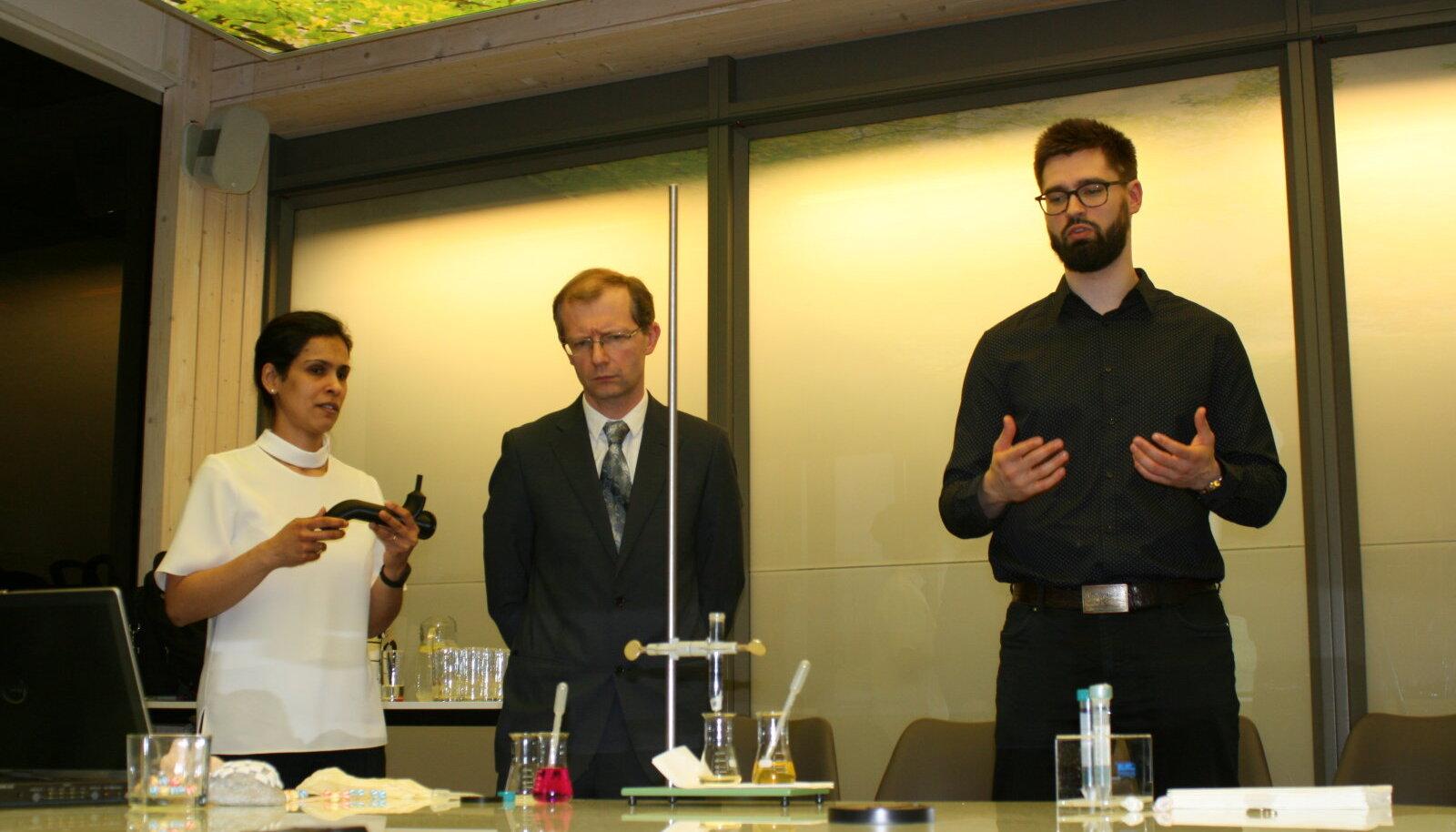 Nanofiltri leiutajad (vasakult): TTÜs töötavad teadlased doktor Protima Rauwel, professor Erwan Rauwel ja doktorant Siim Küünal.