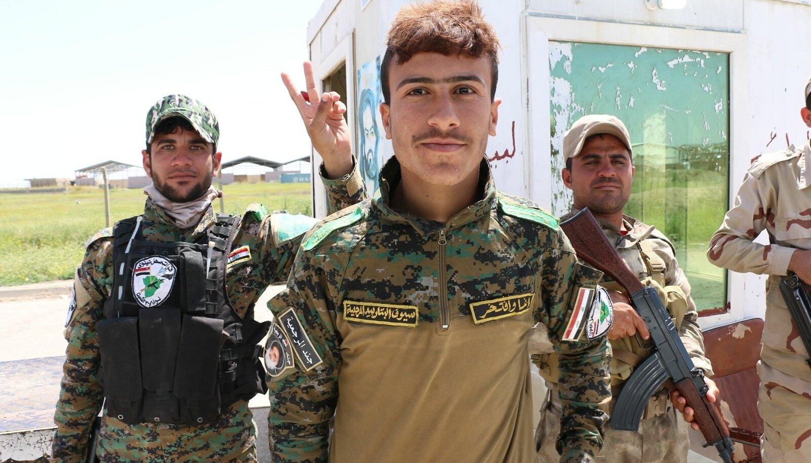 NIINIVE-TASANDIKU KAITSEÜKSUSED: ainult üks Iraagi paljudest püssi jõul tegutsevatest formeeringutest.