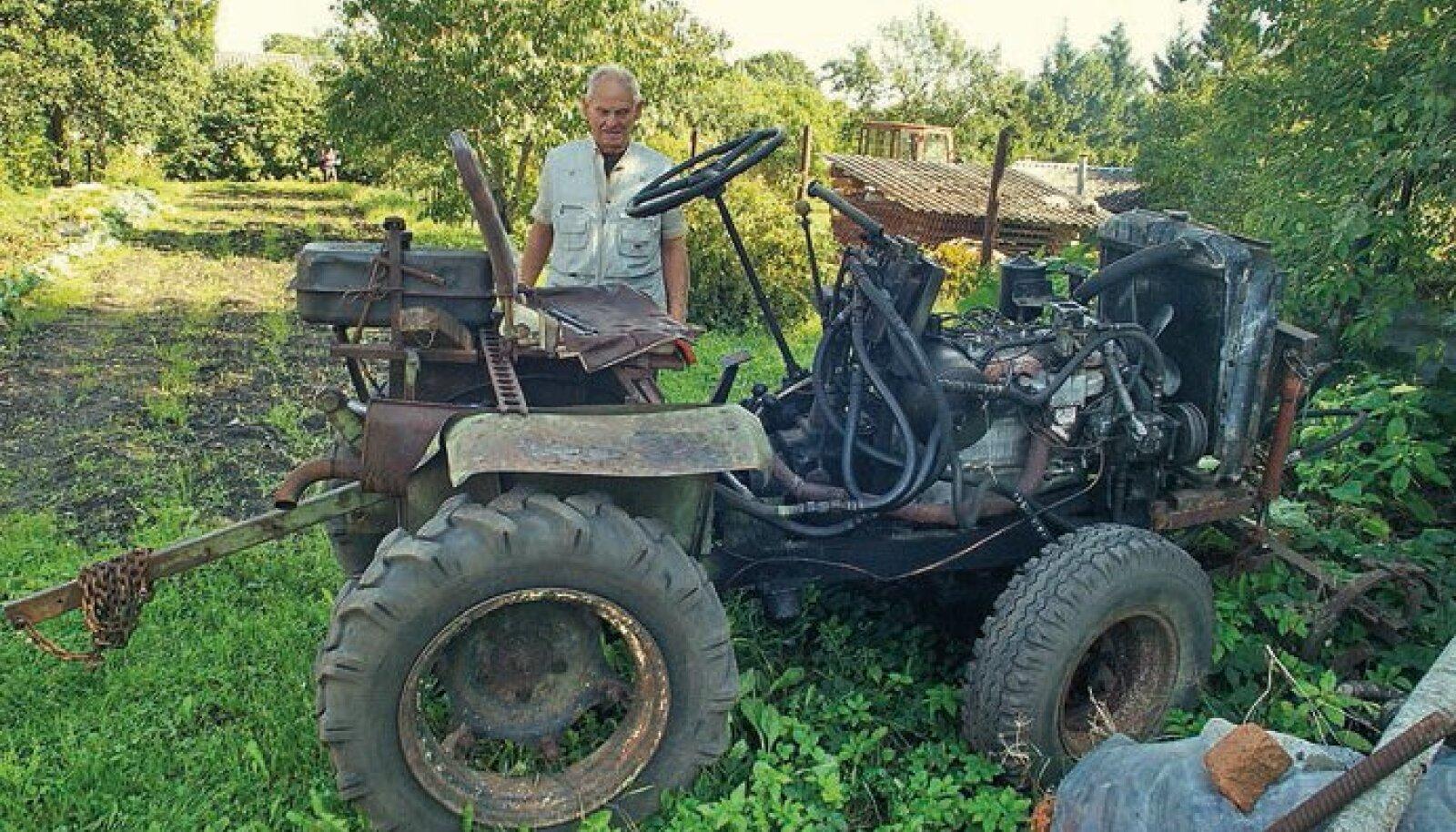 Jüri elanik Lembit Sall ehitas selle traktori 1972. aastal. Traktori raam on karprauast. Mootoriks oli alguses Pobeda mootor, hiljem äravisatud GAZ 51 mootor. Traktor teenib oma peremeest aiatöödel jätkuvalt.