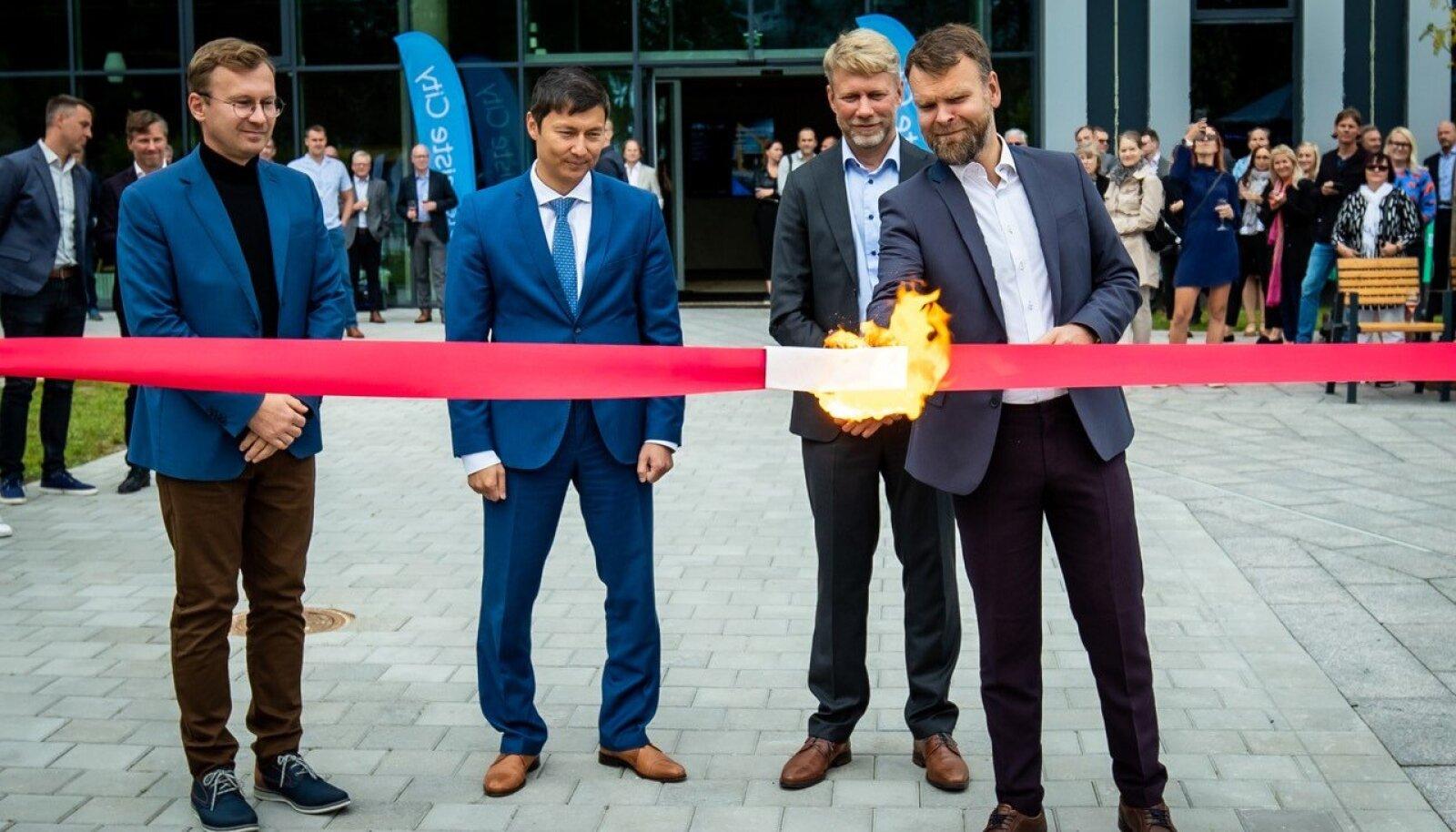Ülemiste linnakus uue büroohoone ja linnaväljaku avamine