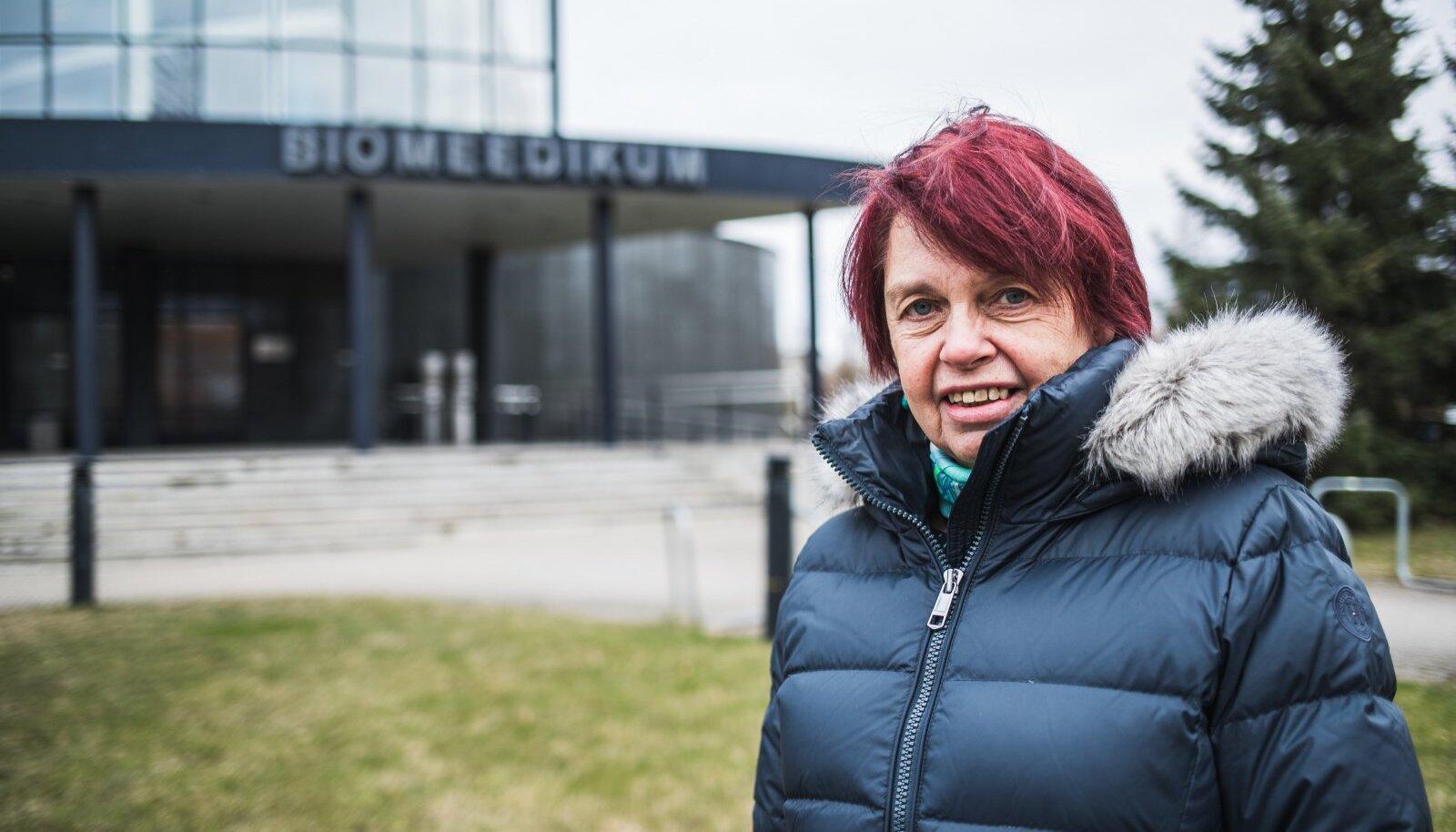ERIARVAMUS: Teadusnõukoja juht, professor Irja Lutsar ütles ajakirjanikele, et teadlased eelistanuks karmimaid piiranguid. Avalik eriarvamus pani valitsusele surve.