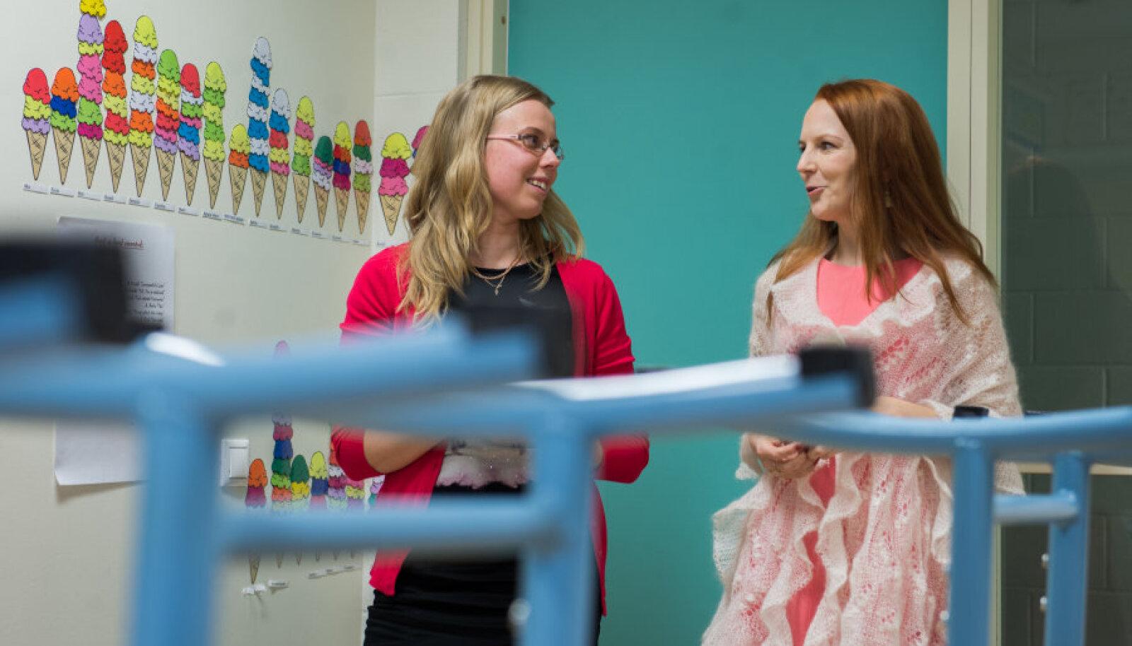 Veronika Koppel ja Heidy Siirak Jüri gümnaasiumi KiVa tiimist räägivad, et neid üllatas, kui avameelsed on algkooliõpilased kiusamise teemal ja kui agaralt lapsed üksteist kiidavad.