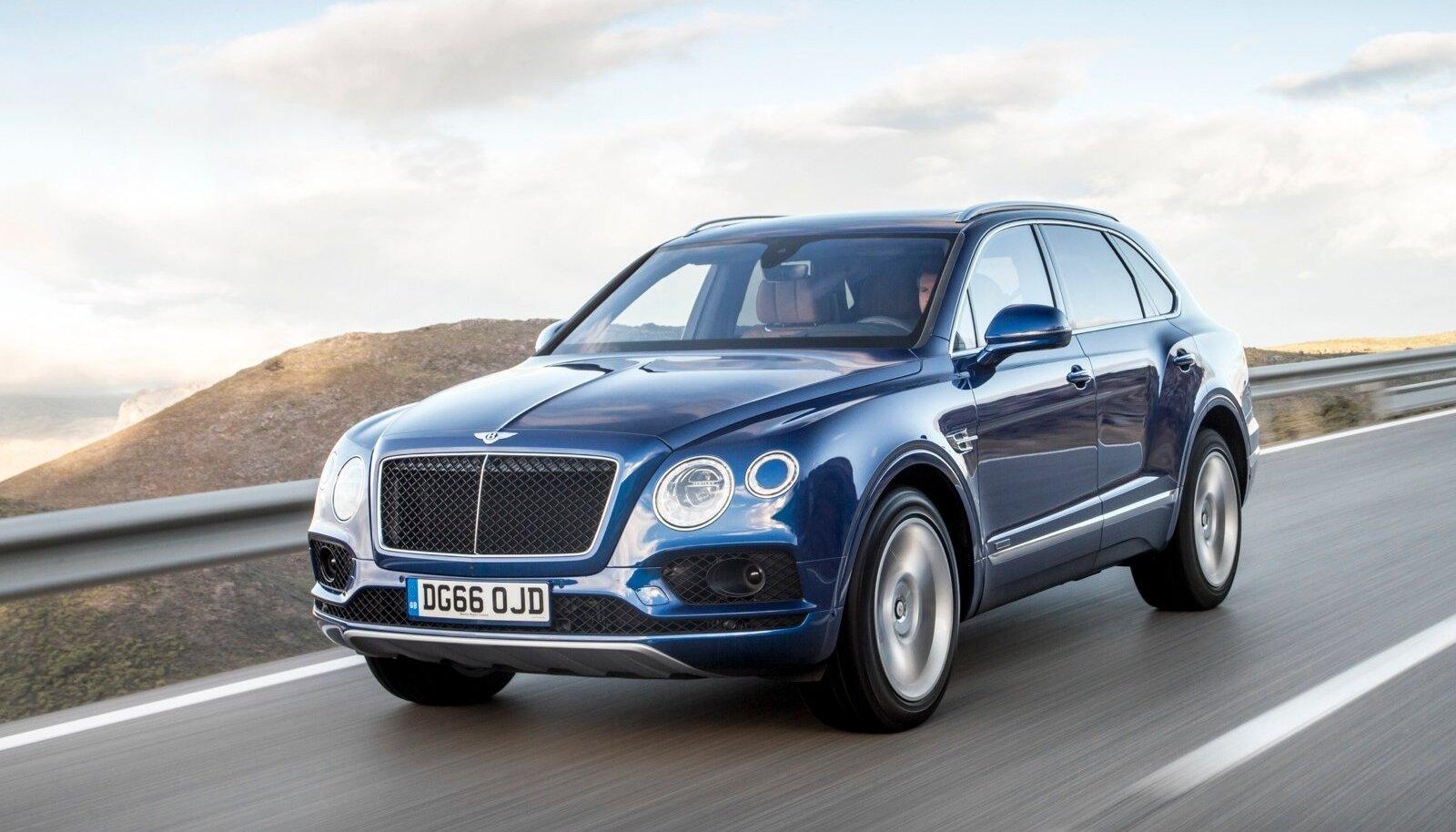 Bentley disainile iseloomulik puusanõks jookseb orgaaniliselt üle tagaukse, siluetile annab hoogu eesmise rattakoopa tagant algav vööjoon.