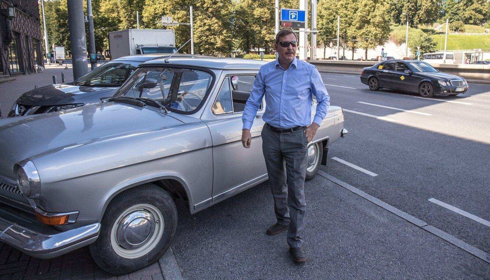 Taavi Aas sõidab Volgaga