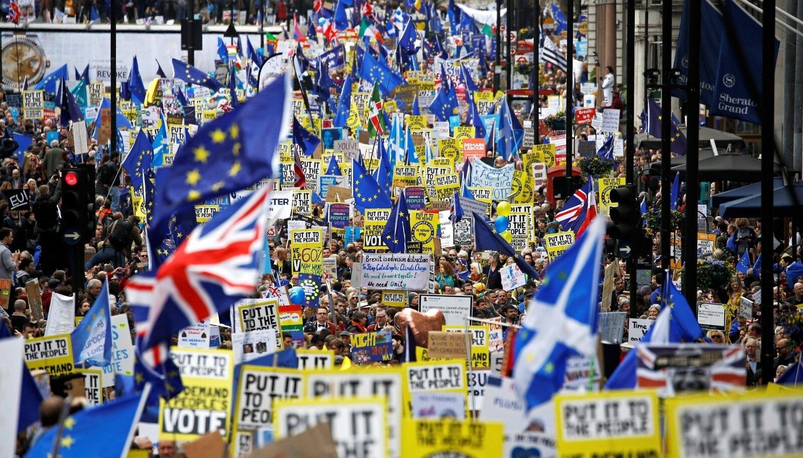 Sajad tuhanded Brexiti vastased avaldasid laupäeval Londonis meelt ja nõudsid uut rahvahääletust.