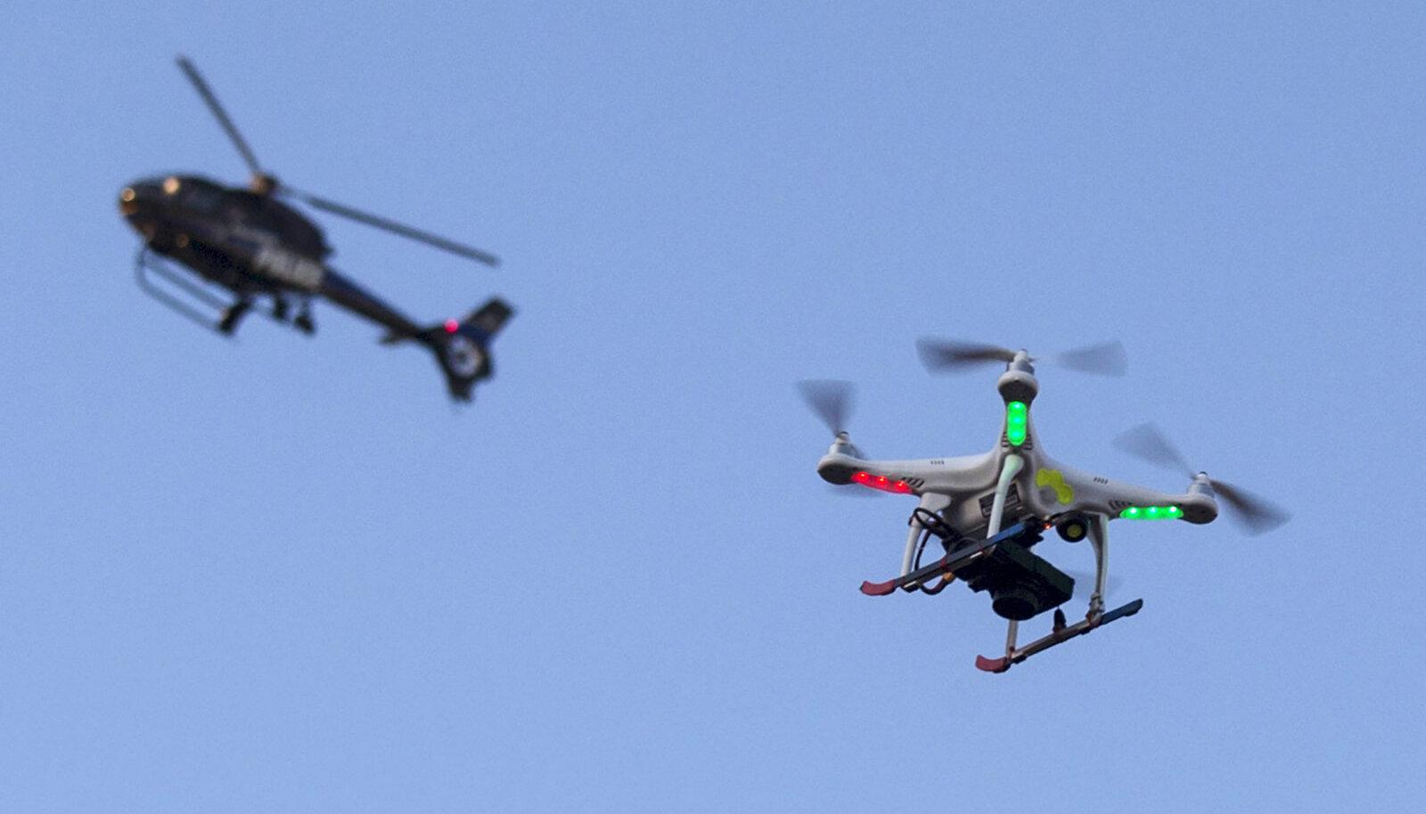 Umbes sellise drooniga toimetatakse mälupulki üle piiri.