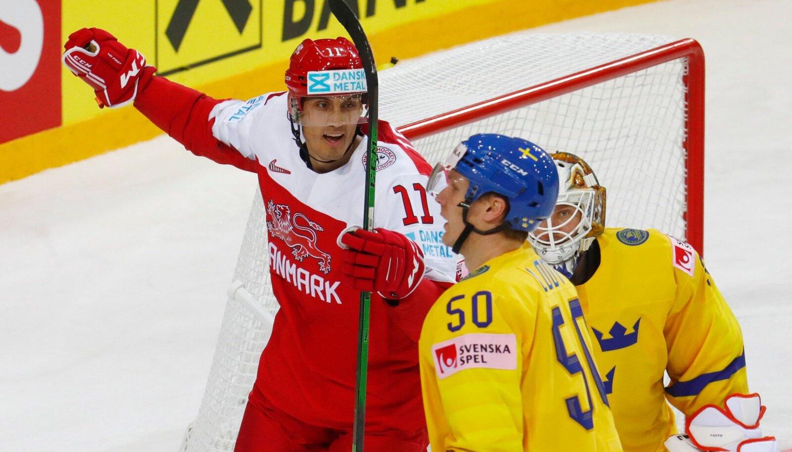 Taani tähistab Nicklas Jenseni väravat Rootsi vastu