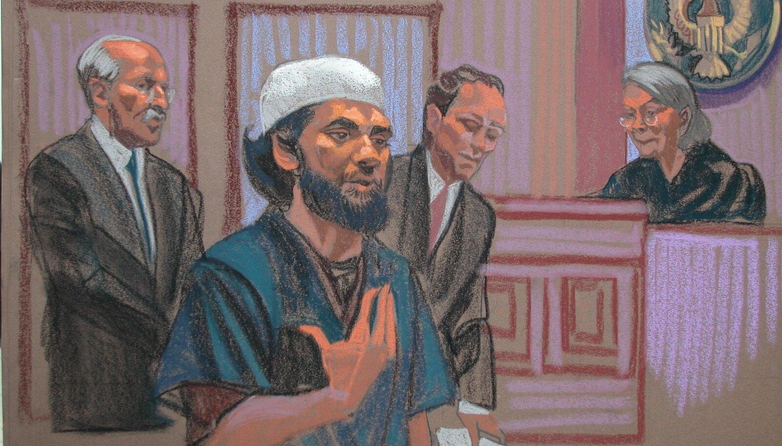 Kohtusaalis tehtud joonistuse esiplaanil on Faisal Shahzad, kes paigaldas 2010. aastal autopommi New Yorgi südamesse. Sajad ohvrid jäid olemata ainult tänu sellele, et pomm ei plahvatanud. Terrorist tabati enne Dubaisse lendamist samasuguse analüüsisüsteemi abil, mis võetakse nüüd kasutusele ka Eestis.
