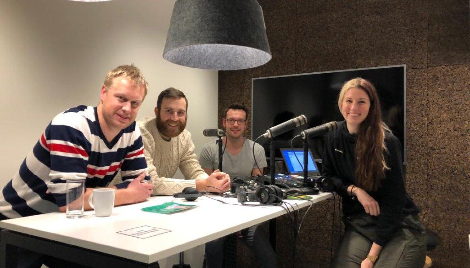 Fotol: Sten Esna, Andres Toobal, Karl Rinaldo ja Kadi Kullerkann Manta Maja stuudios.