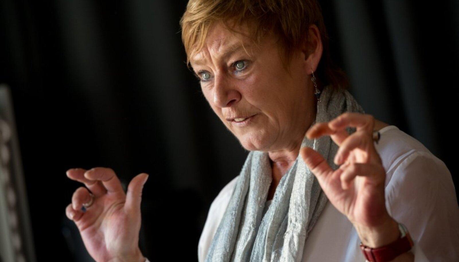 Euroopa miinimumsissetuleku tagamise võrgustiku (EMIN) juht Anne Van Lancker ütles, et vaesusest aitavad kõrge kvalifikatsioonita inimesi välja töökoht, odav ühistransport ja lastehoid.
