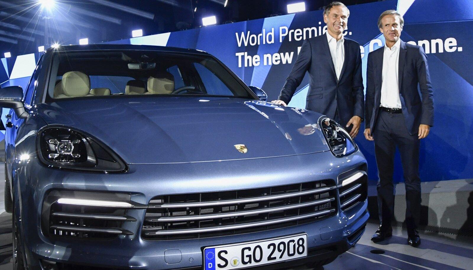 Porsche tegevjuht Oliver Blume ja disainer Michael Mauer Stuttgartis uue Cayenne`i esitlusel.