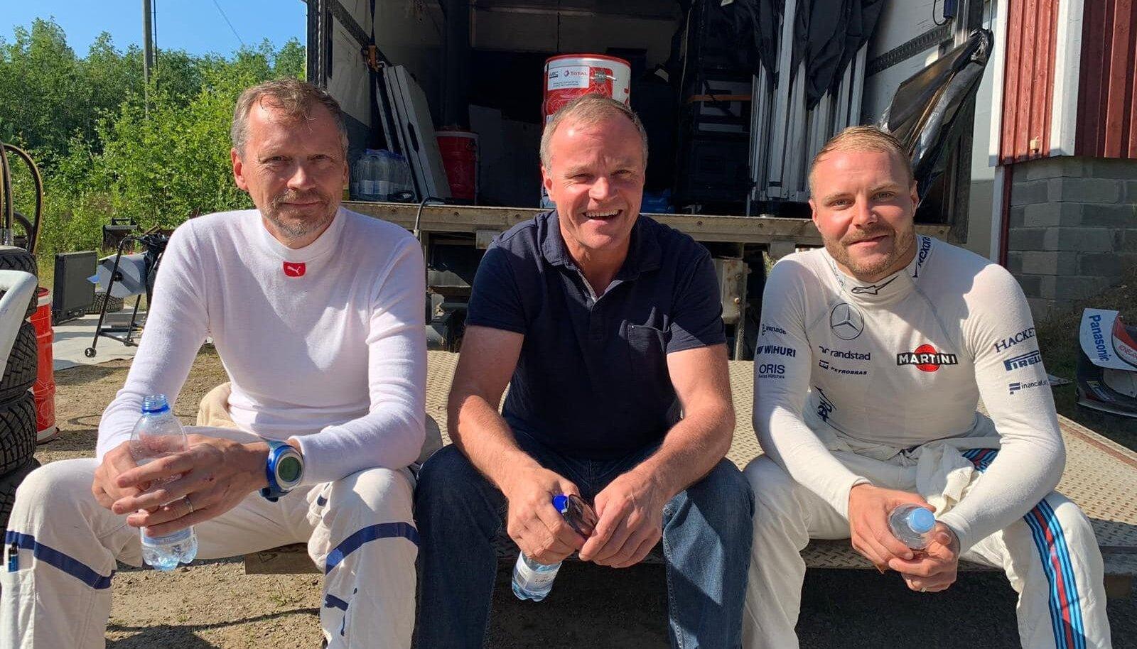 Valtteri Bottas (paremal) koos Toyota WRC võistkonna juhi Tommi Mäkineniga.