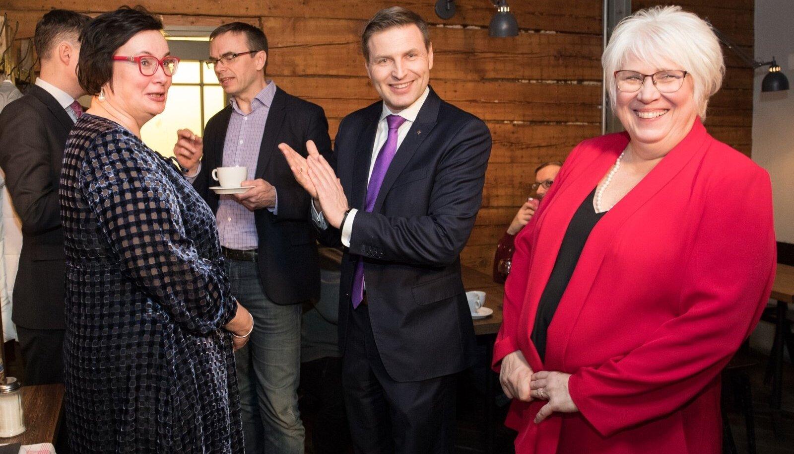 Sotsiaaldemokraatliku erakonna valimispidu pubis Pööbel.