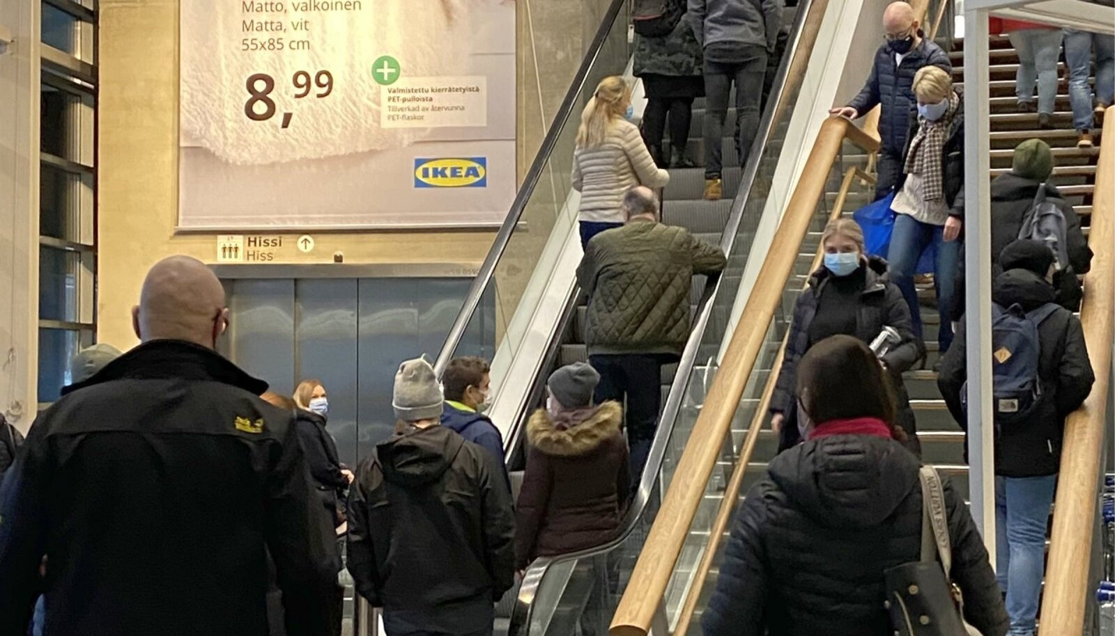 Pühapäeval polnud Soomes Vantaa Ikea kaubamajas näha mingisugust distantsihoidmist.