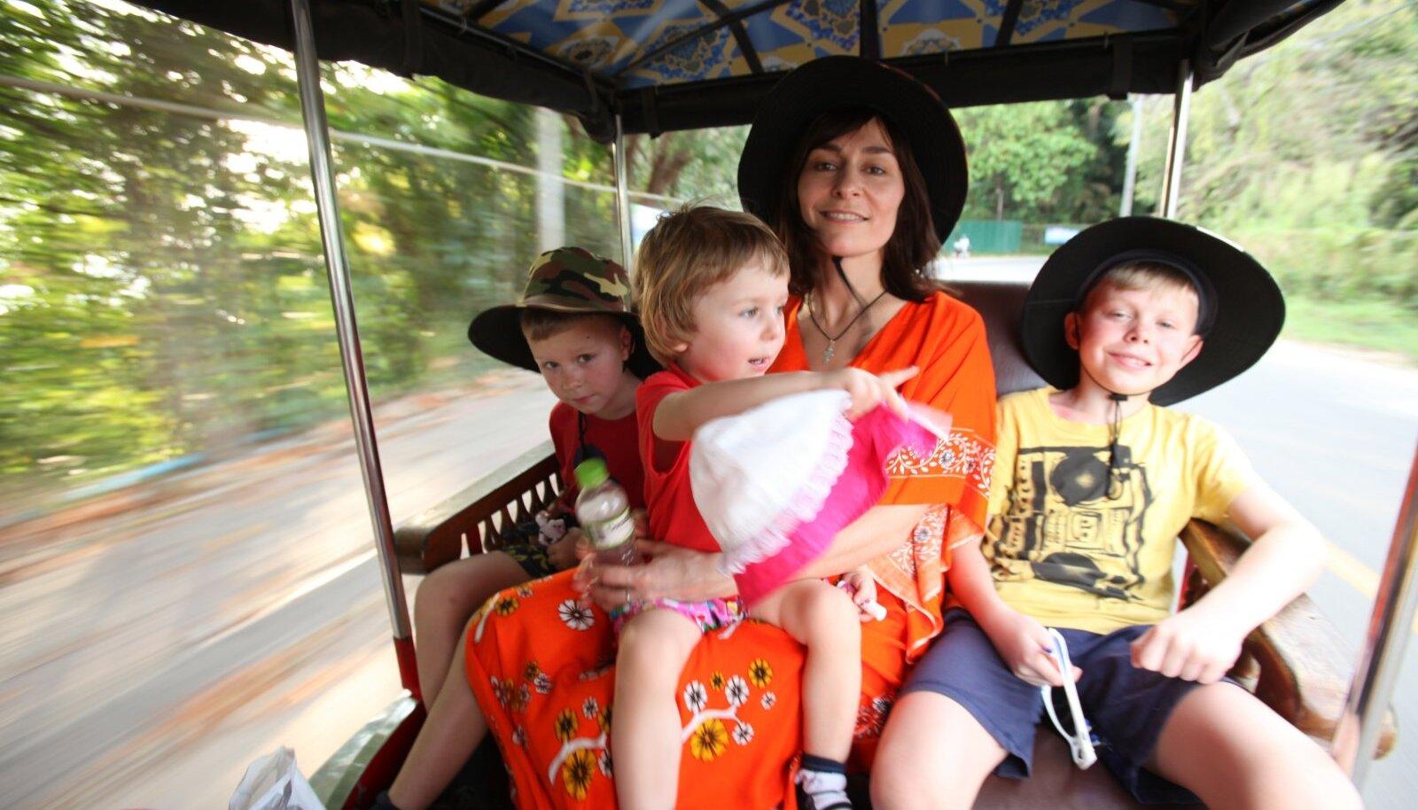 RÄNDAMAS: Aljona Suržikova lastega Kambodžas 2017. aastal.