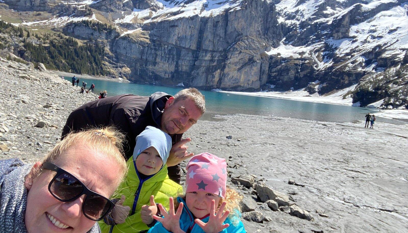 Piret ja Thorsten lastega Alpide ilusaima mägijärve Oeschineni juures.