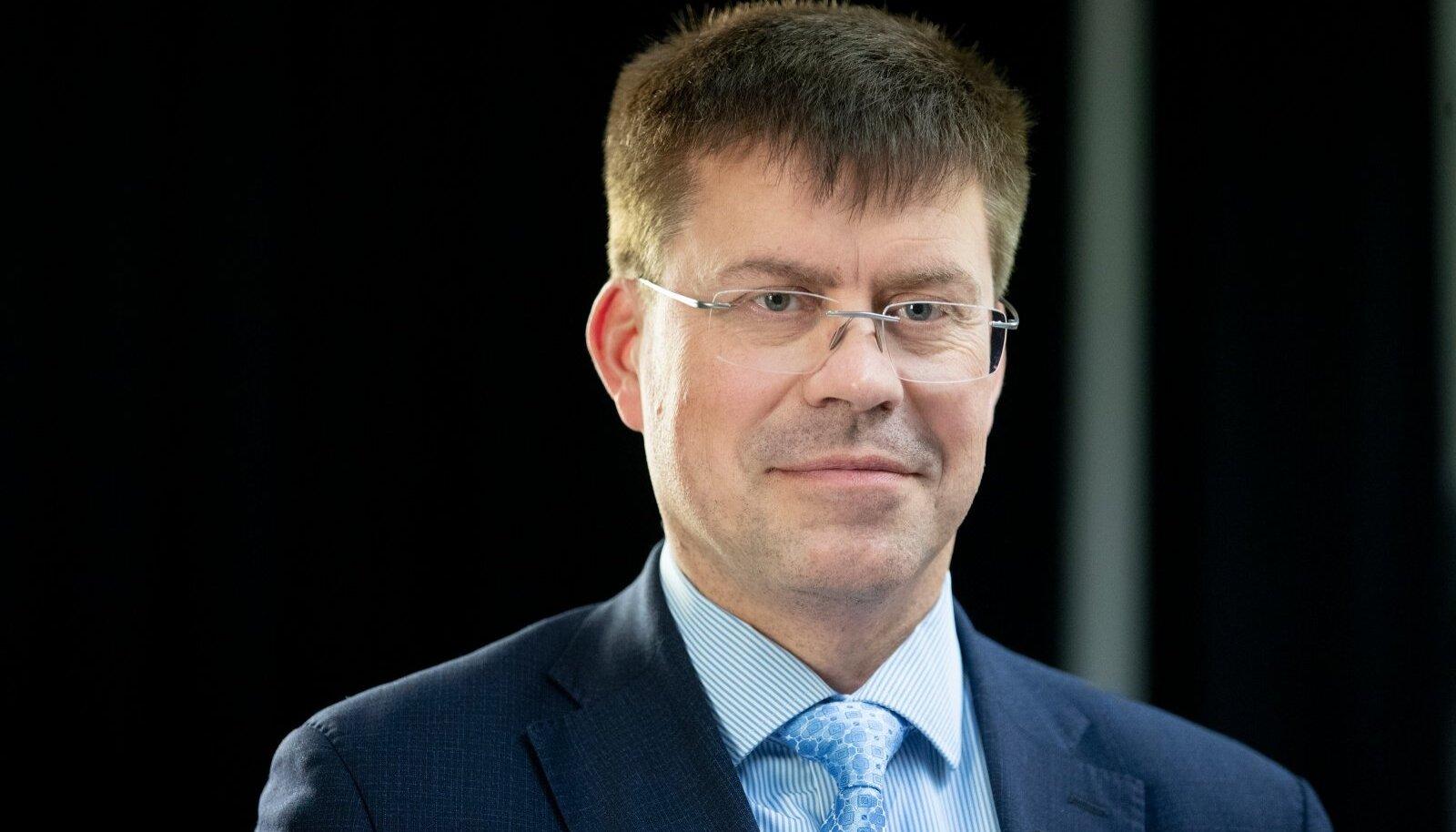 Terviseameti peadirektor Üllar Lanno usub, et eestimaalased suudavad veel nakatumistrendi ümber pöörata. Vastasel juhul tuleb riik suure tõenäosusega lihtsalt kinni panna, just nagu kevadel.