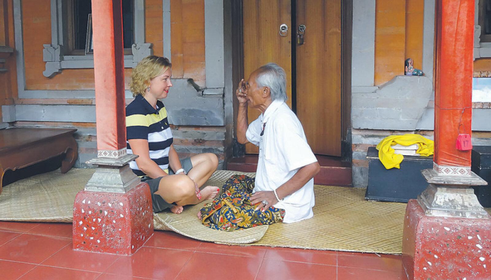 Loo autor istub Ketuti vastas verandal samal bambusmatil, kus enne teda Elizabeth Gilbert, Julia Roberts ja tuhanded uudishimulikud.