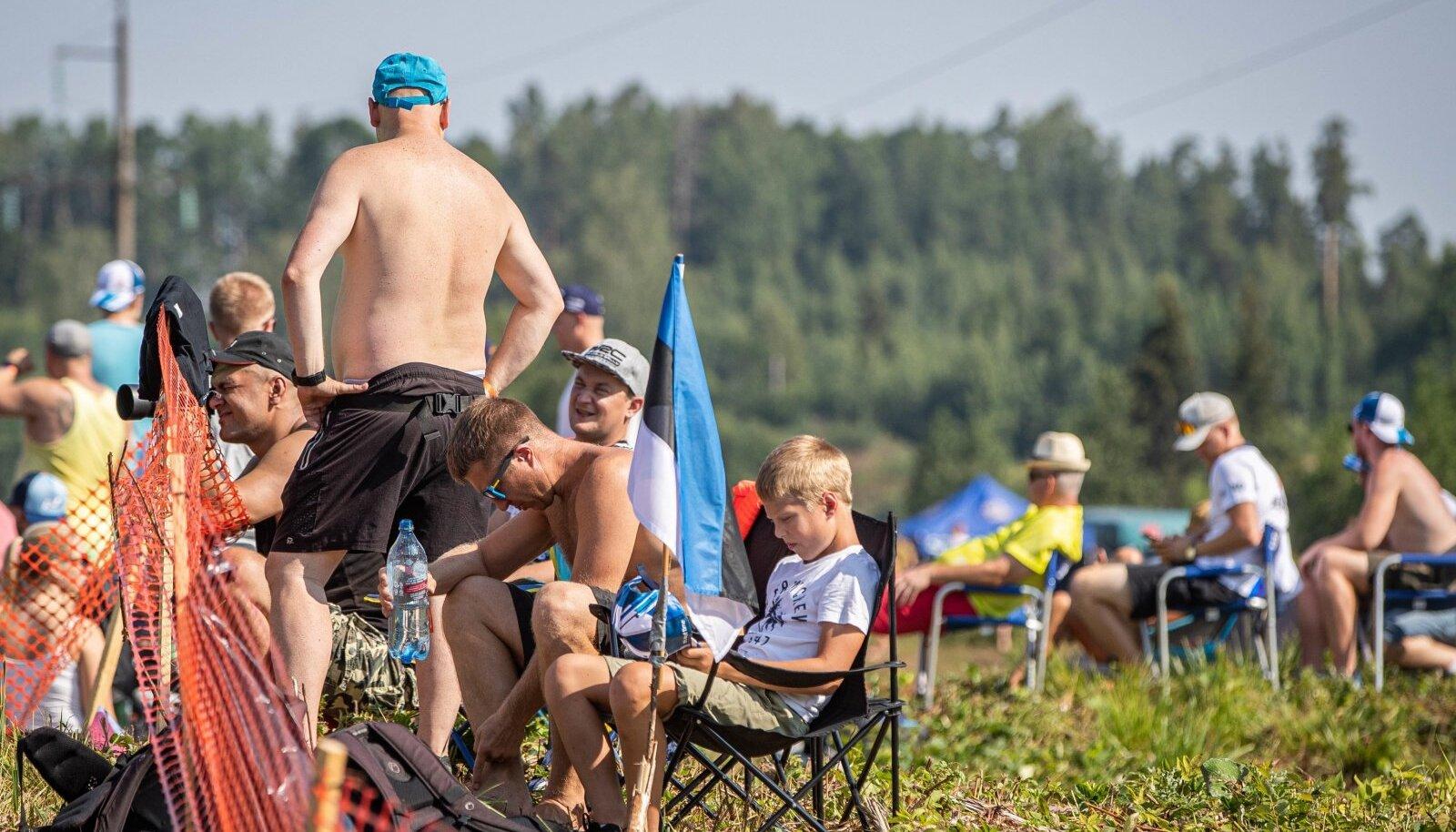 Ühte pealtvaatajate gruppi tohib kuuluda kuni 1500 inimest ja grupid omavahel kokku ei puutu. Aga pärast rallipäeva lõppu pole fännidel omavaheliseks läbikäimiseks mingeid takistusi.