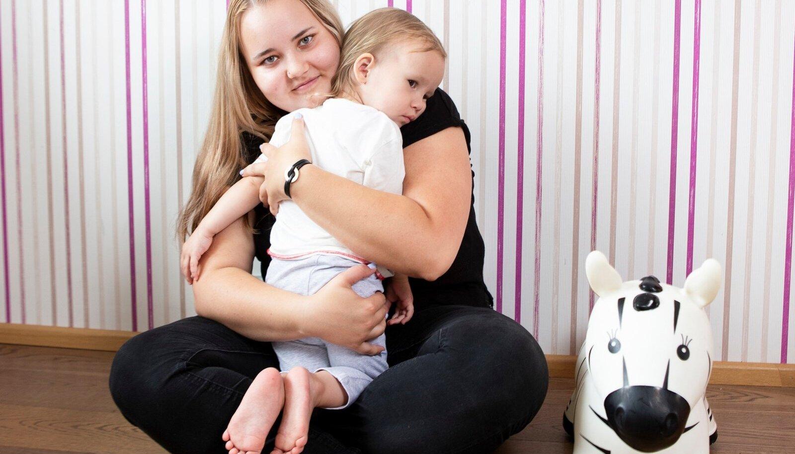 Teise röntgeniga tuvastas arst nööppatarei lapse söögitorust. Pärast seda saatsid nad Nora kohe operatsioonile.