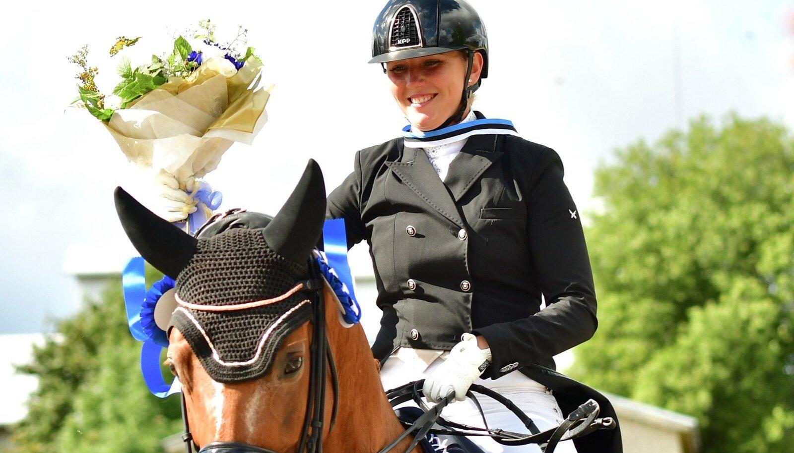 Tiina Kuusmann hobusel Romantika.