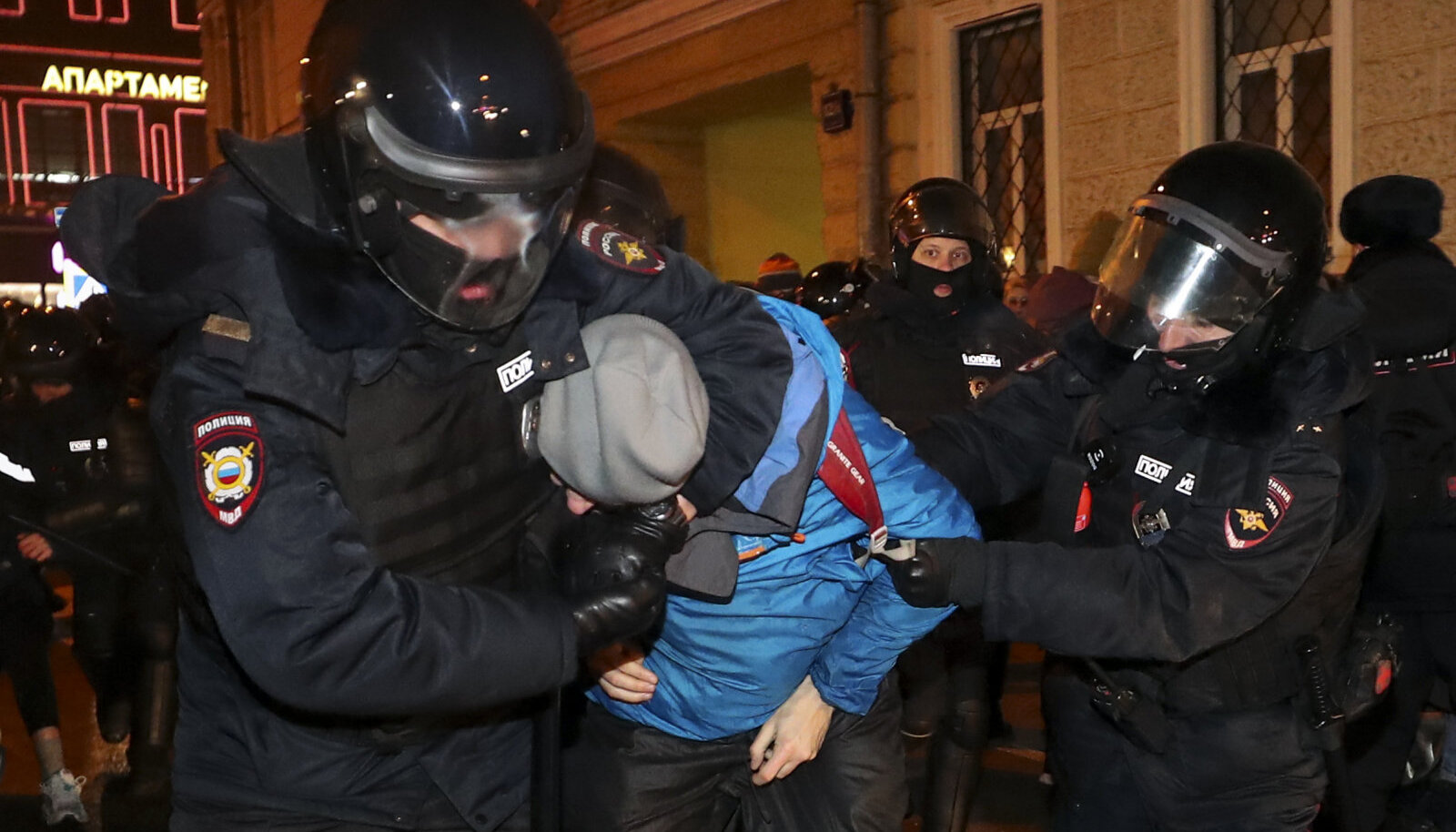 Politsei kannab käisel Vene lippu