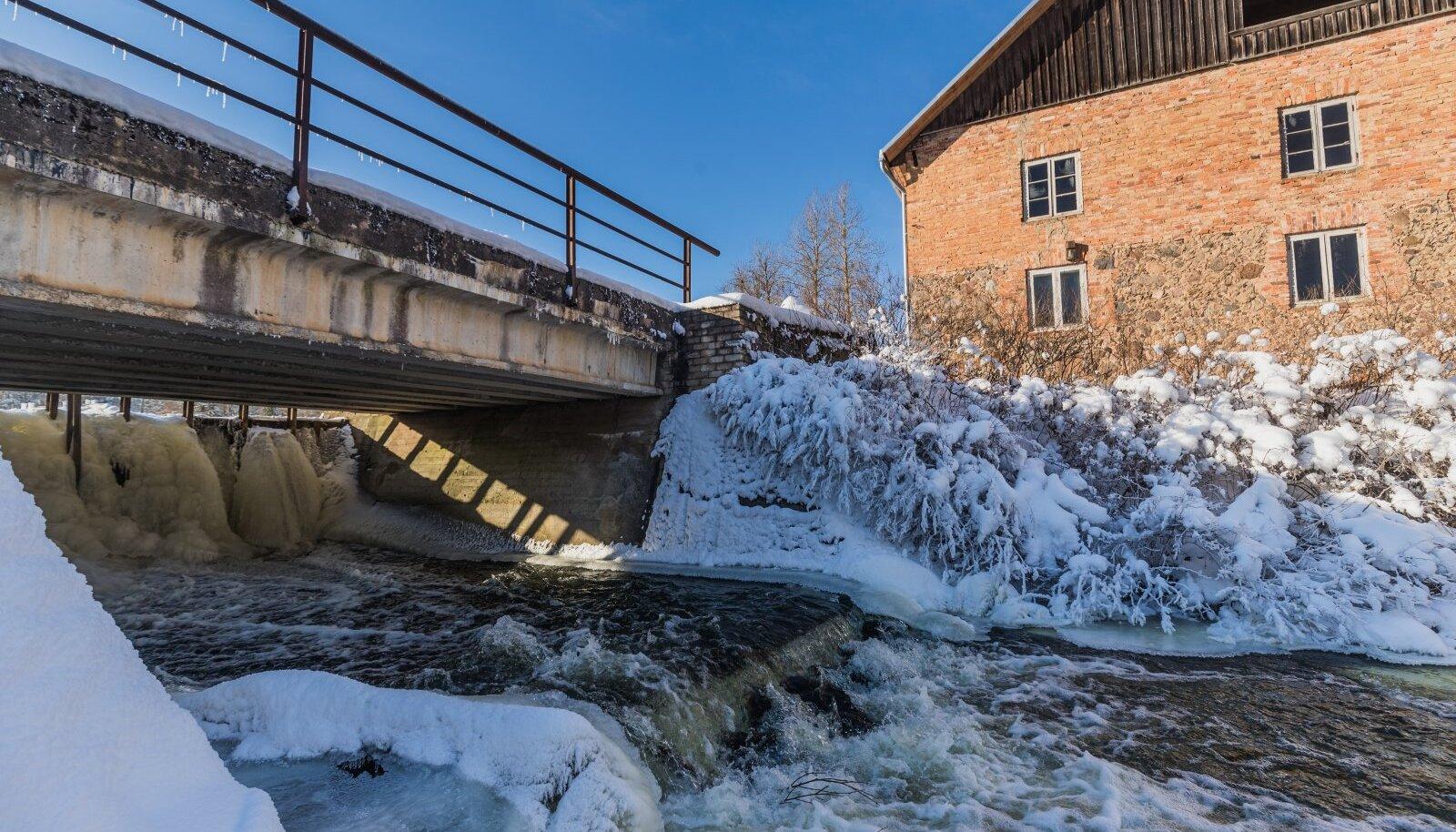 Muinsuskaitseamet on Hellenurme veski ja paisu kui terviklikult säilinud kompleksi hinnanud säilitamist väärivaks ajaloomälestiseks. Omanik peab selles Eesti viimases töötavas vesiveskis ka muuseumi. Aga kalad veski paisust üle ei pääse...