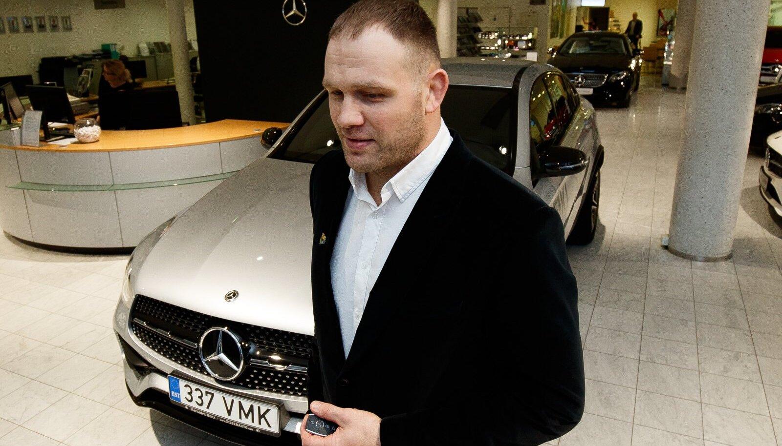 Tallinn, 16.12.2019. Silberauto esonidses anti Heiki Nabile üle Mercedes-Benz GLC 220 d 4 MATIC Coupe võtmed.