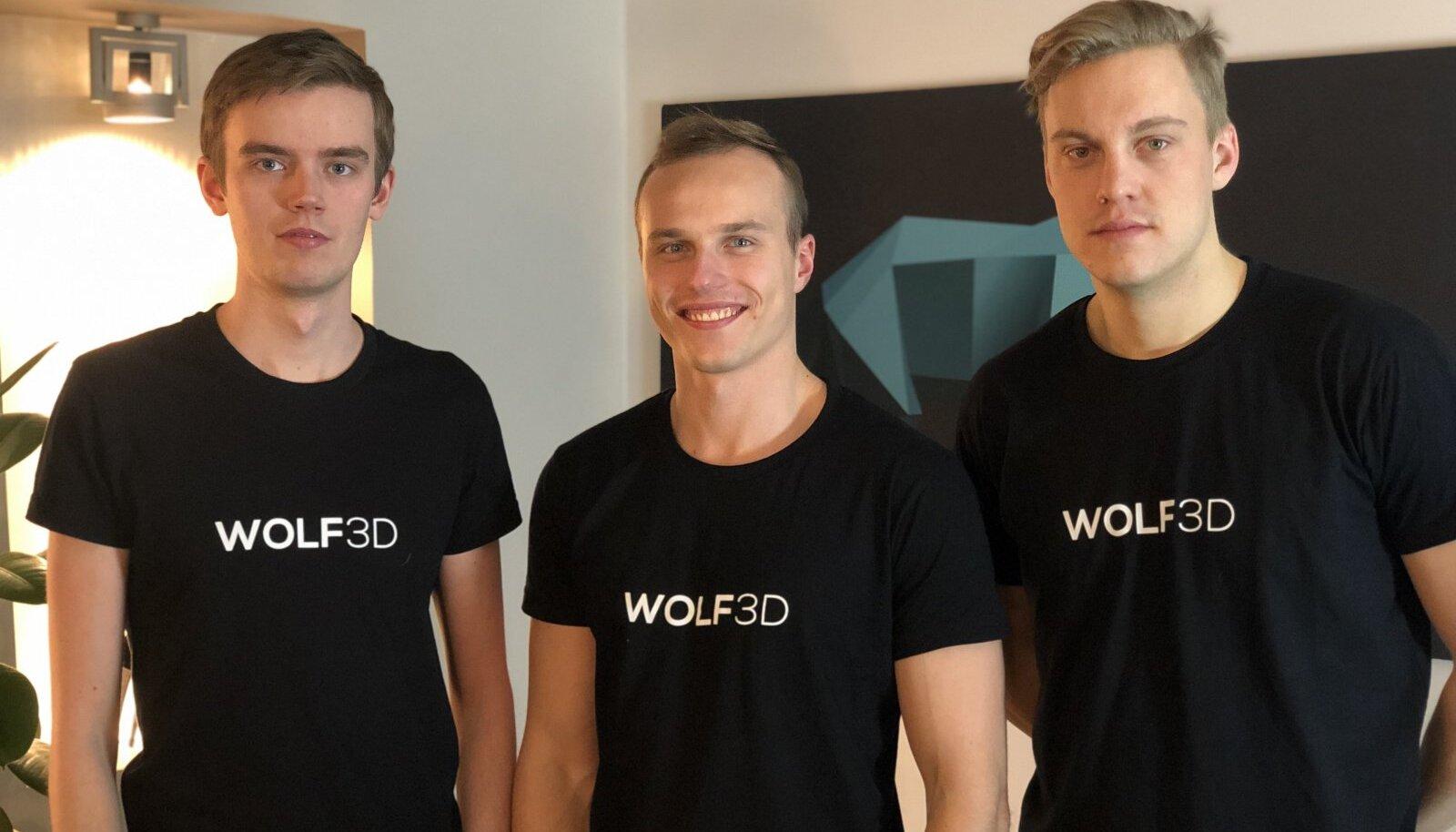 Kaspar Tiri (keskel) sõnul leiavad teismelised  üha rohkem eluaegseid sõpru virtuaalses reaaluses.