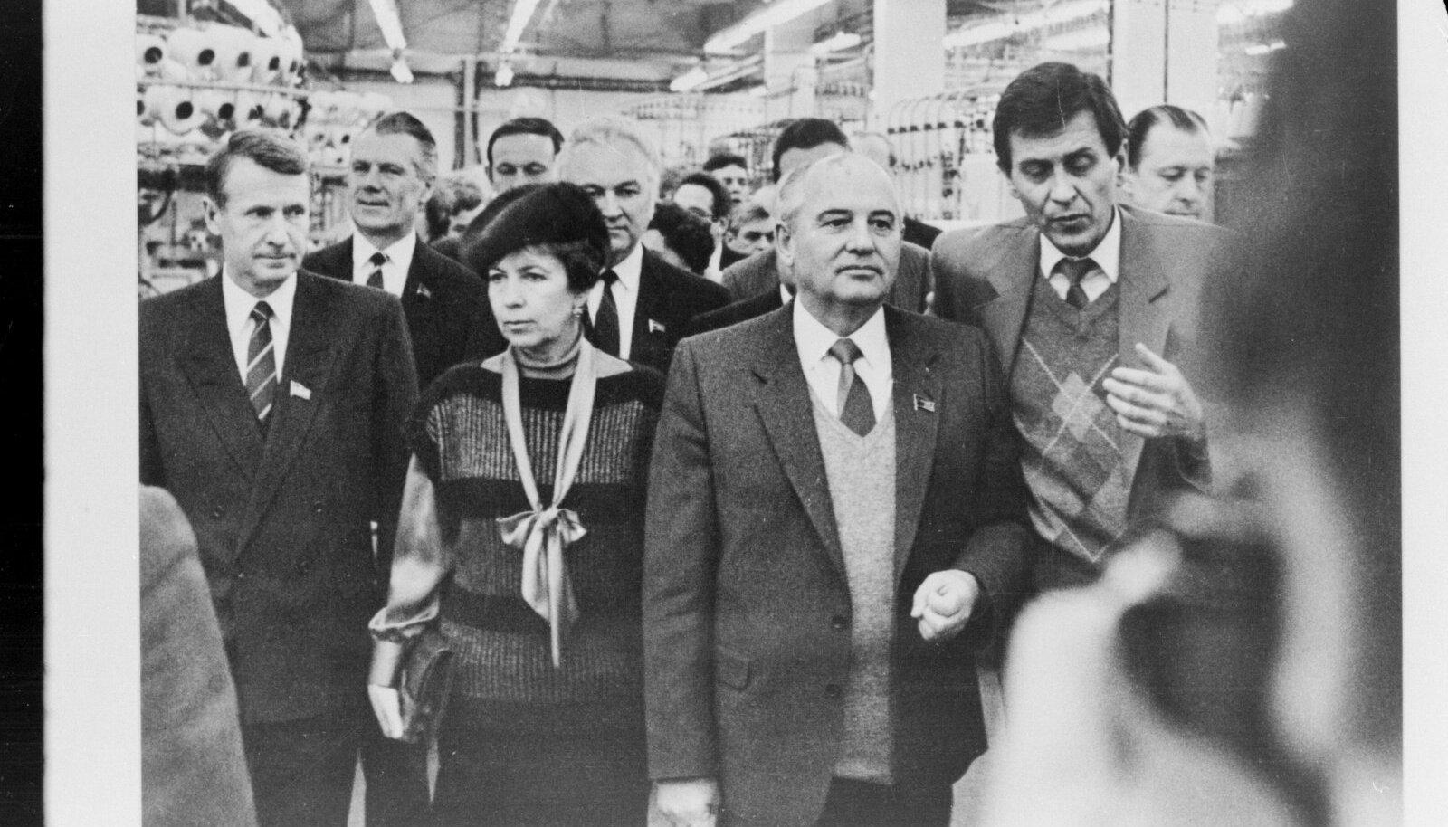 Jüri Kraft ja  Mihhail Gorbatšov abikaasa Raissaga Eesti visiidil.