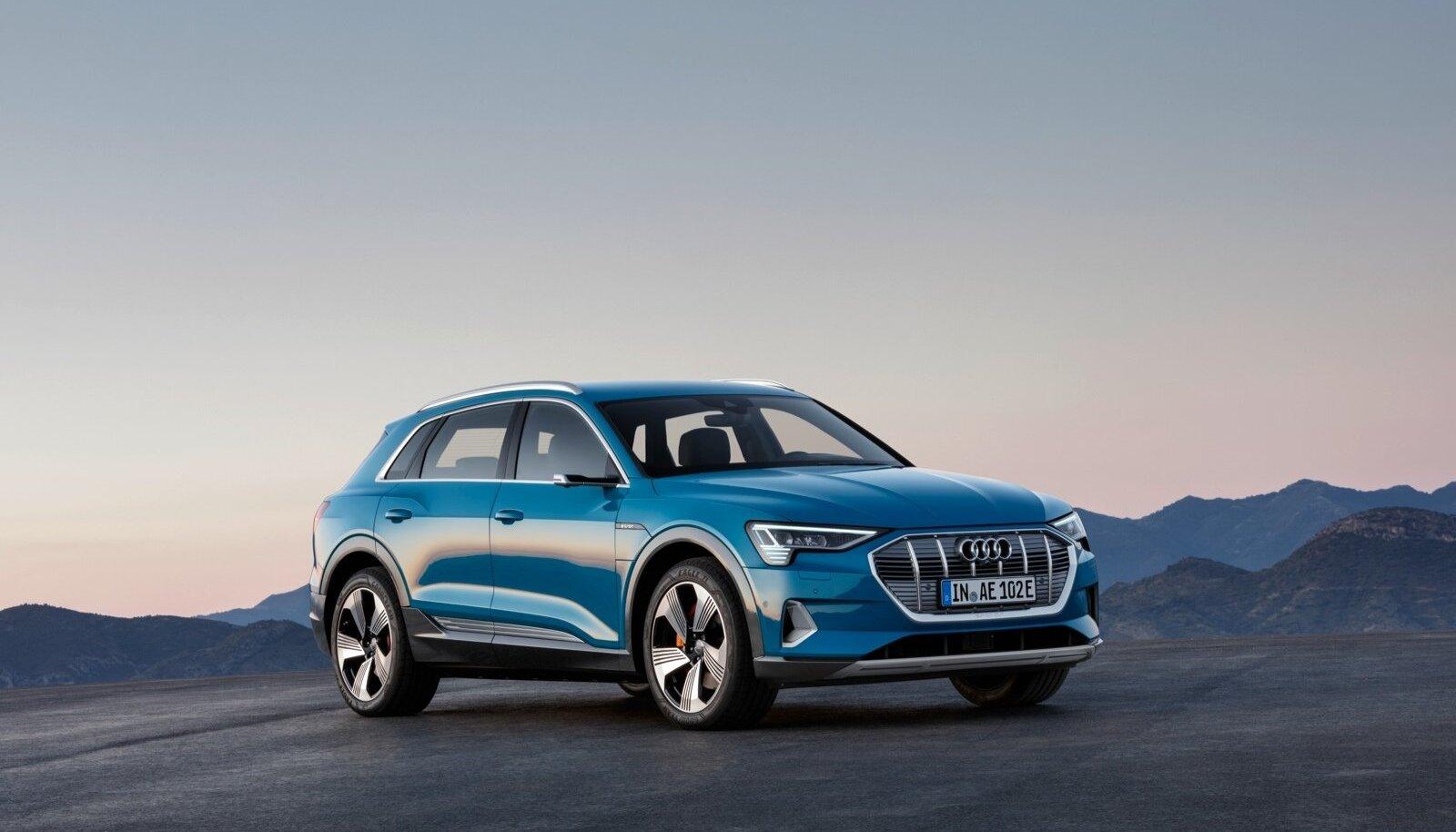 Audi esimene elektriauto e-tron 55 quattro ei esinda teistele särtsusõidukitele omast veidrat disainikeelt, vaid näeb välja nagu iga teine auto. Muudki omadused on võrreldavad Audi mis tahes tippmudeliga, millele lisandub tänu kahele elektrimootorile nelikvedu. Eestis liigeldes võib arvestada umbes 350–380-kilomeetrise sõiduulatusega.