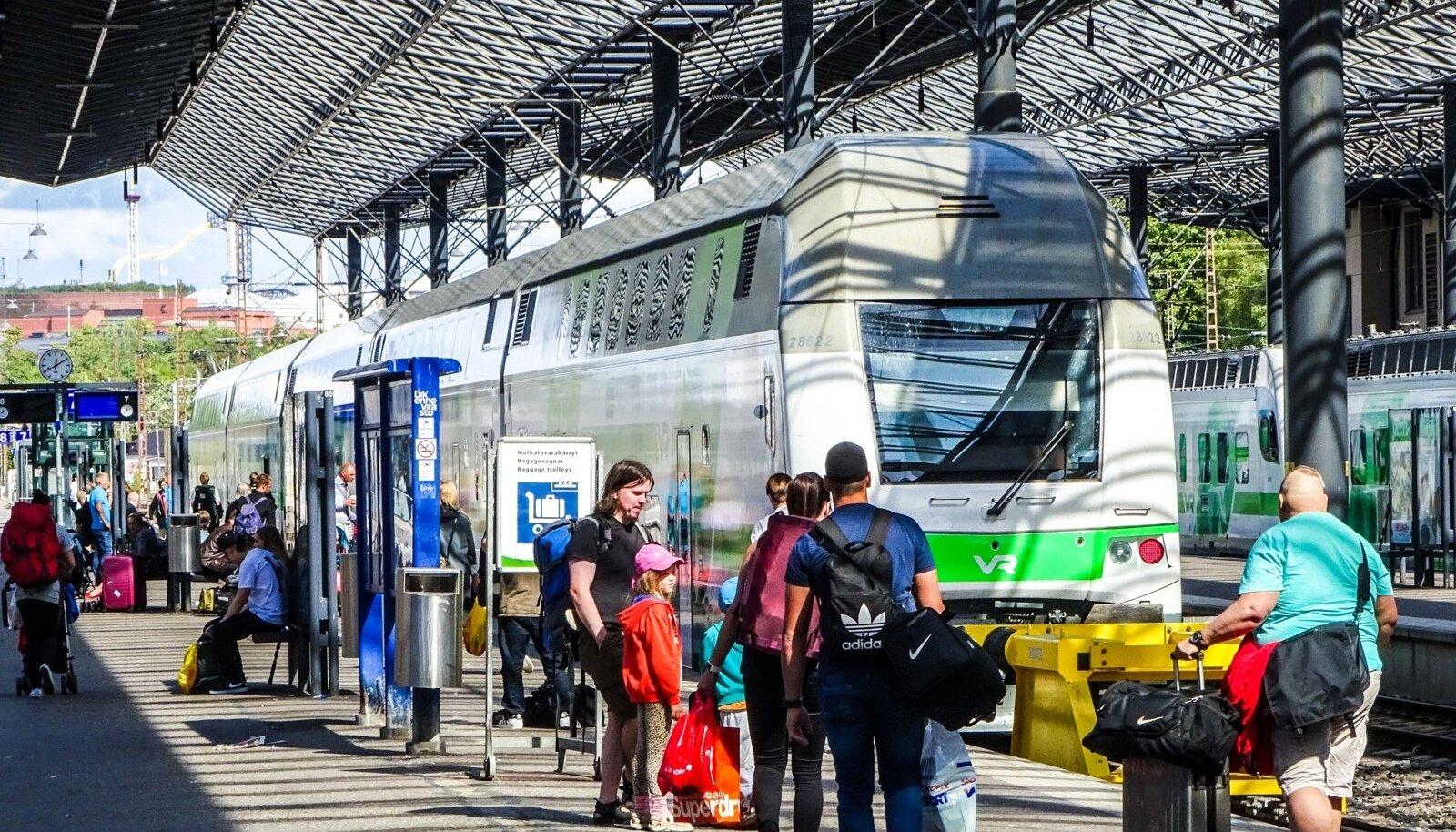 Soome laienemine võimaldab Estravelil eestlastele soodsamaid pakkumisi teha. Pildil reisijad Helsingi raudteejaamas