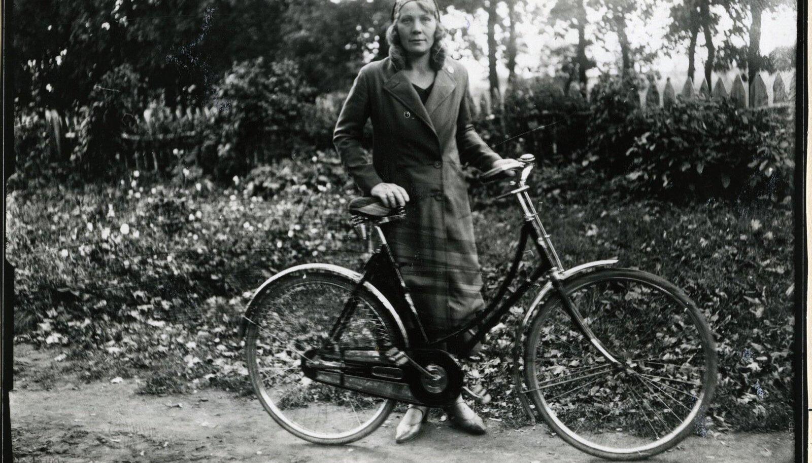 30ndate aastate Eesti naine