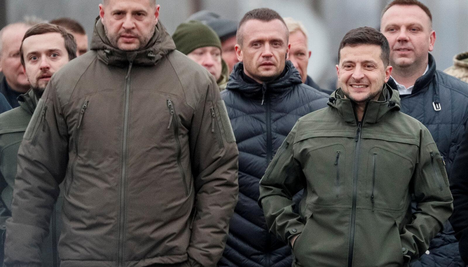 Andrii Jermak (vasakul) ja Volodõmõr Zelenskõi novembris sõjatsooni külastamas
