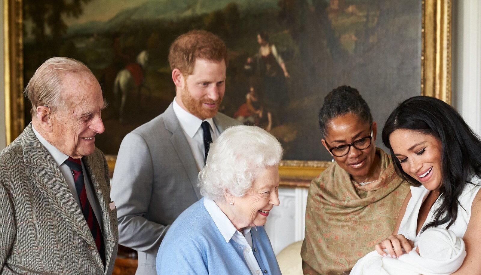 Fotomeenutus 2019. aasta kevadest, mil Harry ja Meghan kuningannale ja Philipile pisipoeg Archie't näitasid.